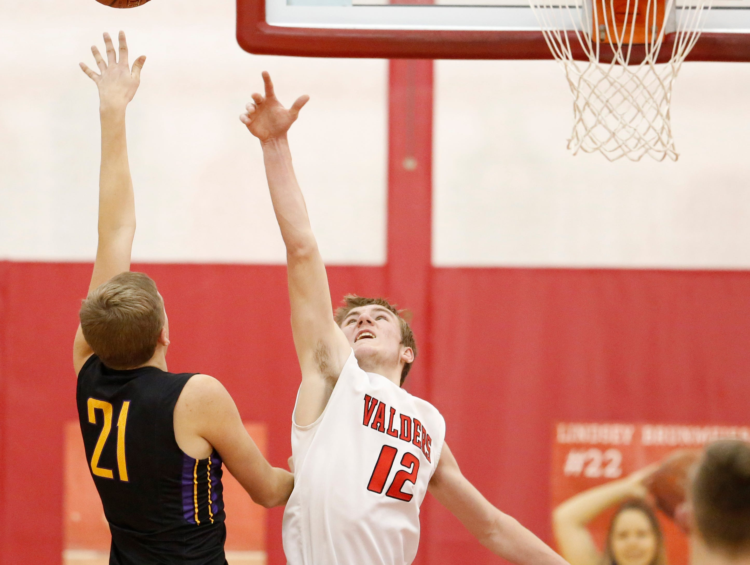 Sheboygan Falls' Connor Spielvogel (21) puts up a shot against Valders Trevor Leist (12) at Valders High School Friday, February 8, 2019, in Valders, Wis. Joshua Clark/USA TODAY NETWORK-Wisconsin