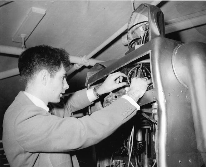 Frank Ruth works on the circuits of Elektro in the 1950s.