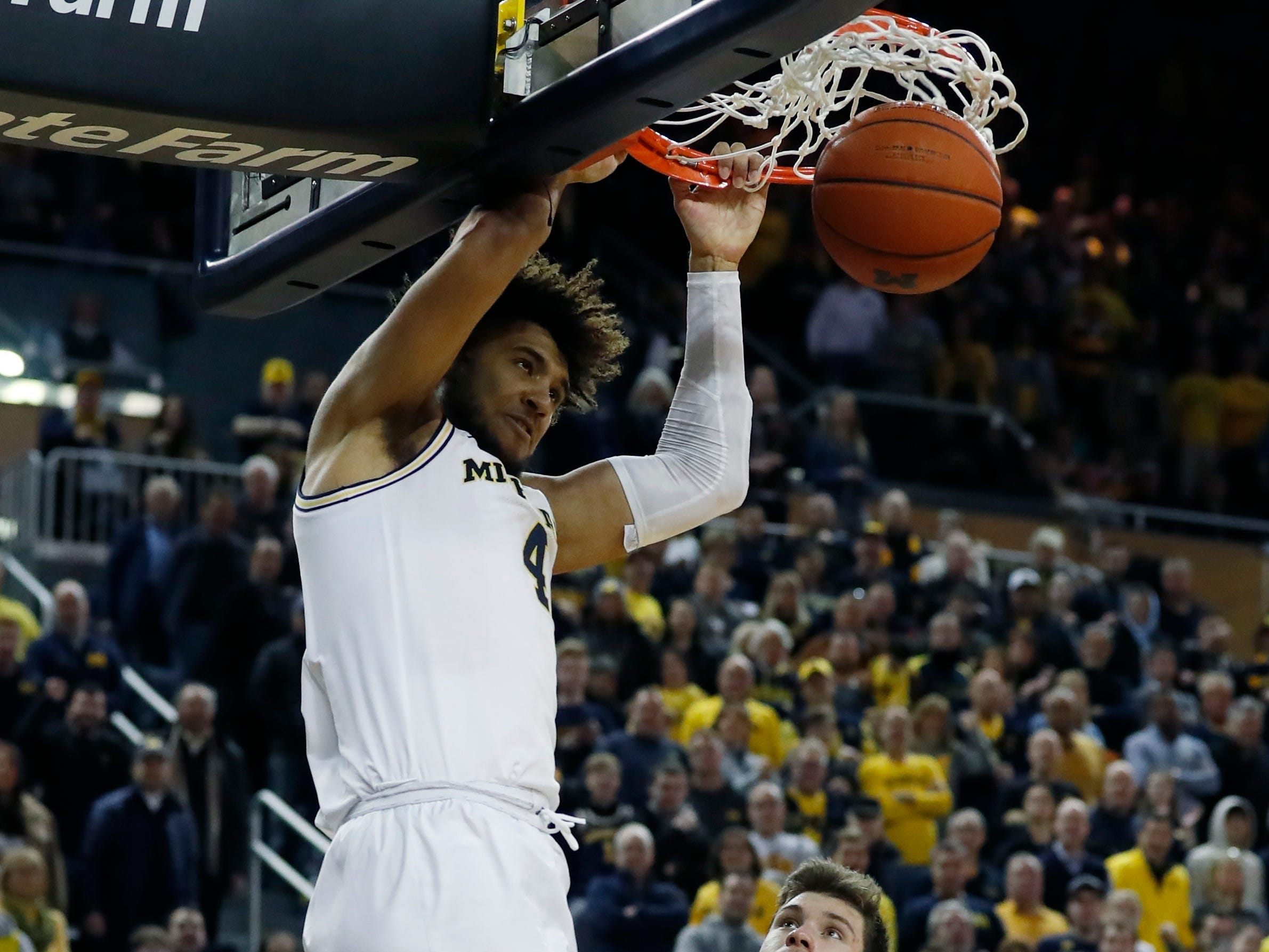 Michigan forward Isaiah Livers dunks during the second half