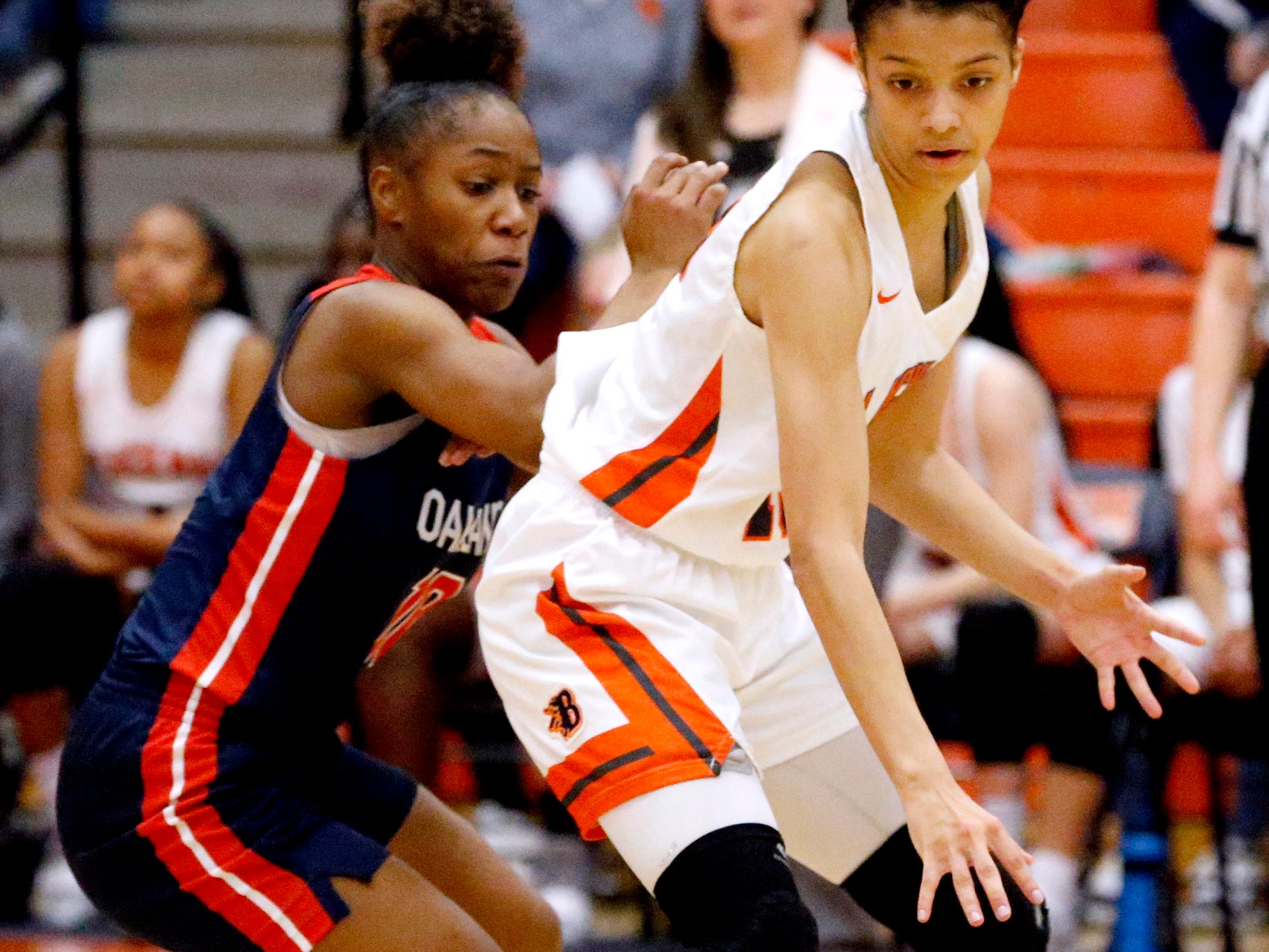 Blackman's Victoria Page (15) moves the ball around the court as Oakland's Dakoria Puckett (10) guards her on Friday, Feb. 8, 2019.