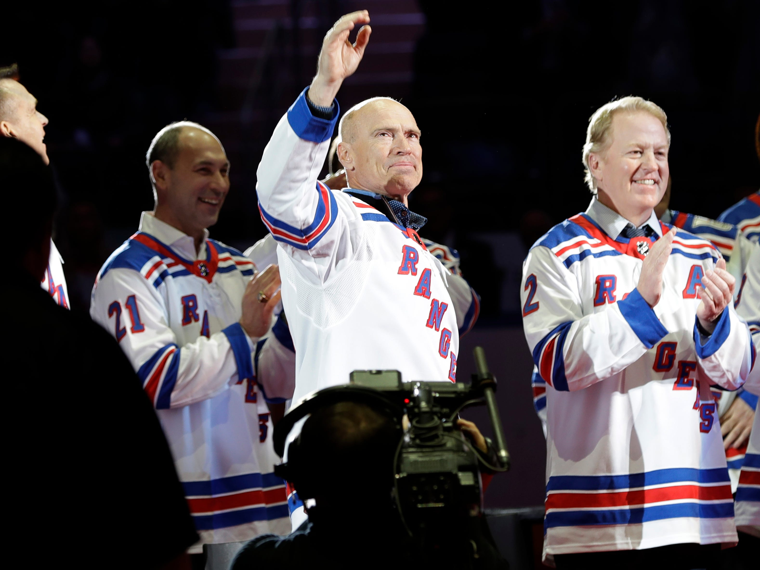 Mark Messier waves to fans, during an event to honor the 25th anniversary of the 1994 New York Rangers winning the Stanley Cup, before an NHL hockey game between the Rangers and the Carolina Hurricanes on Friday, Feb. 8, 2019, in New York.