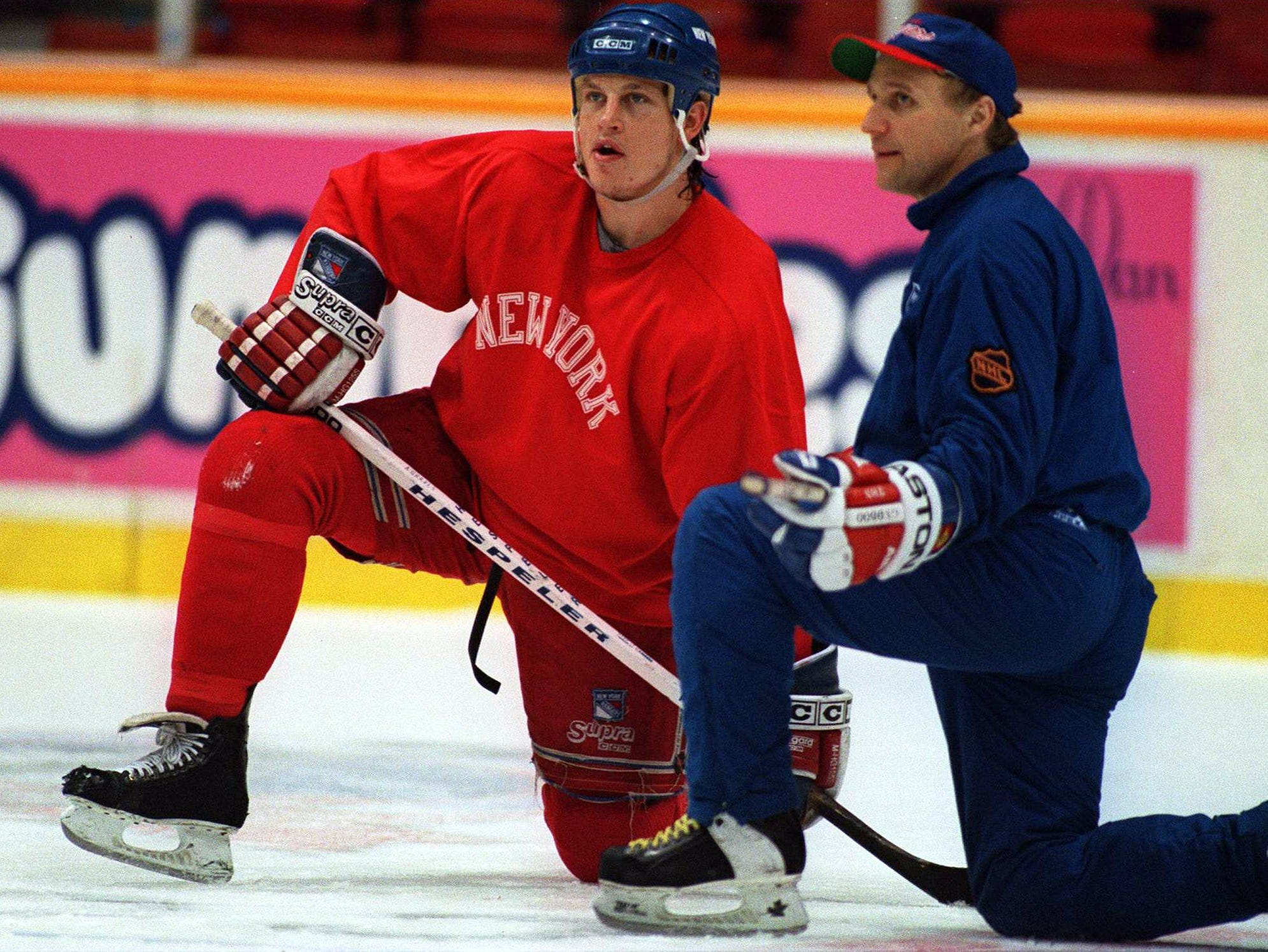 6 Jun 1994: RANGERS FORWARD ADAM GRAVES TALKS WITH ASSOCIATE COACH COLIN CAMPBELL DURING TEAM WORKOUTS AT THE PACIFIC COLESIUM IN VANCOUVER, BRITISH COLUMBIA. THE RANGERS TAKE THEIR 2-1 SERIES LEAD OVER THE CANUCKS INTO GAME FOUR TOMORROW NIGHT.
