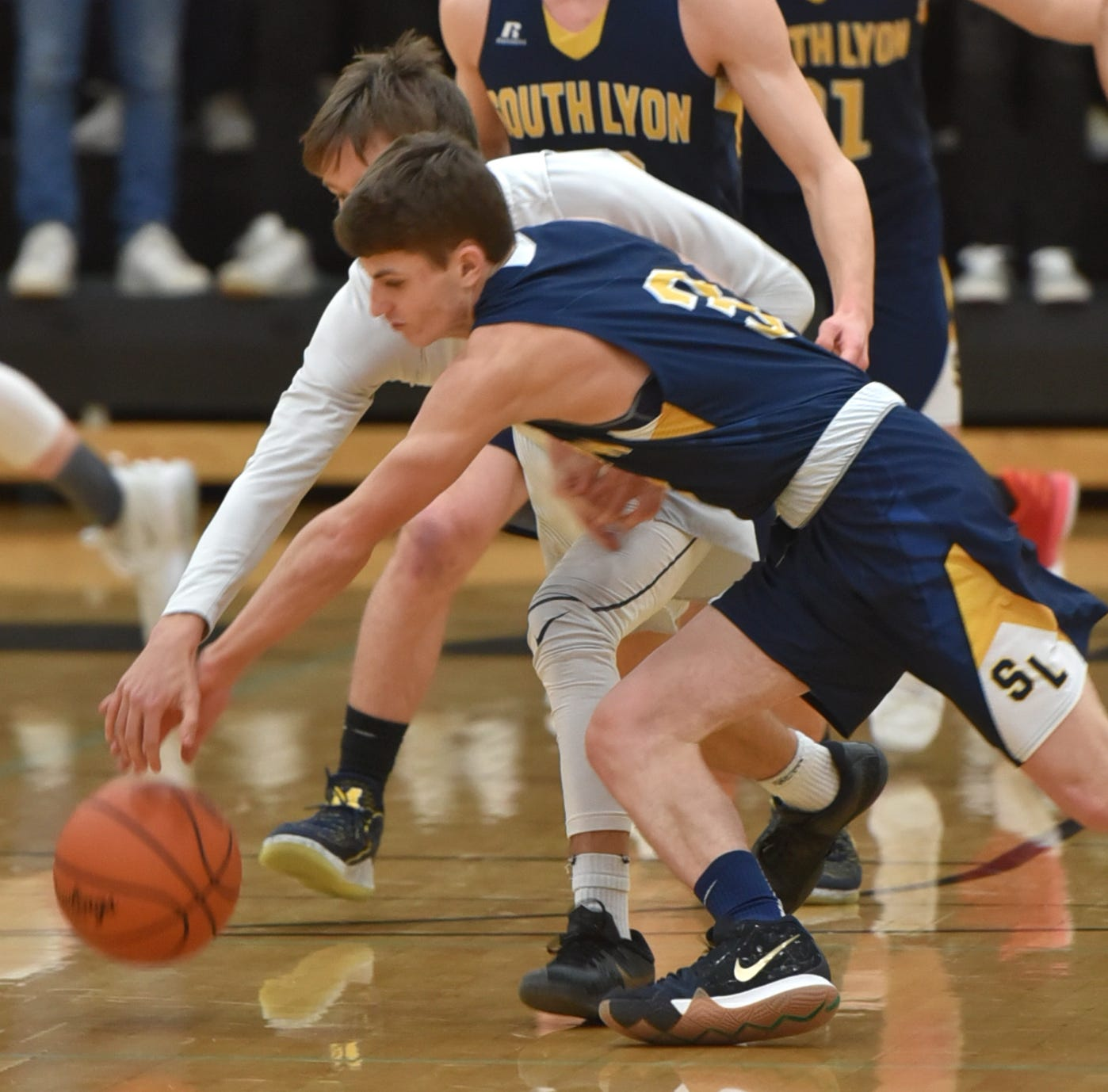 Fracassi brothers lead South Lyon to avenging win at East