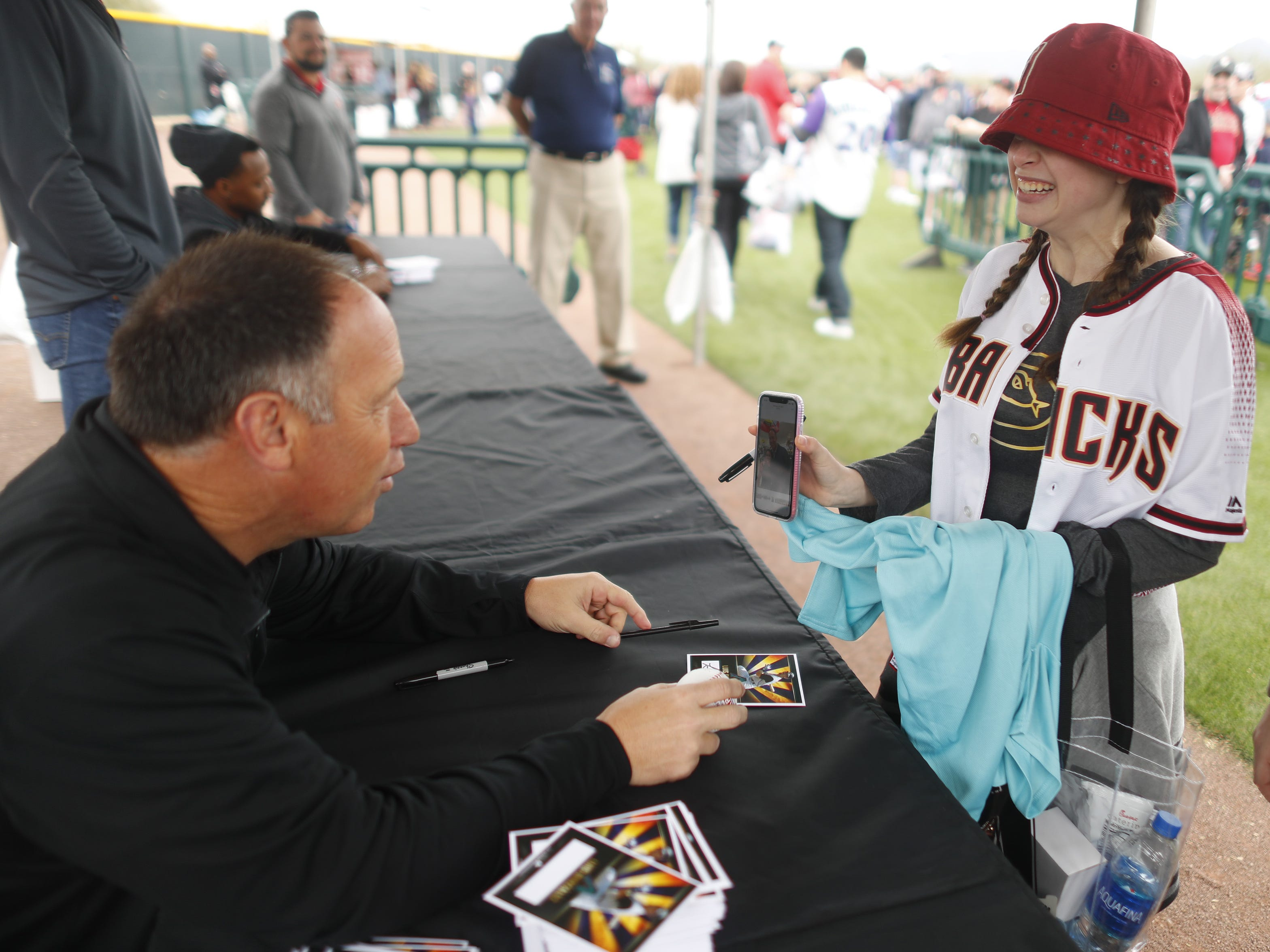 Diamondbacks legend Luis Gonzalez looks at a picture from Lainey Rendelman who he had previous met and posed for a picture with during the Diamondbacks Fan Fest at Salt River at Talking Sticks on February 9, 2019.