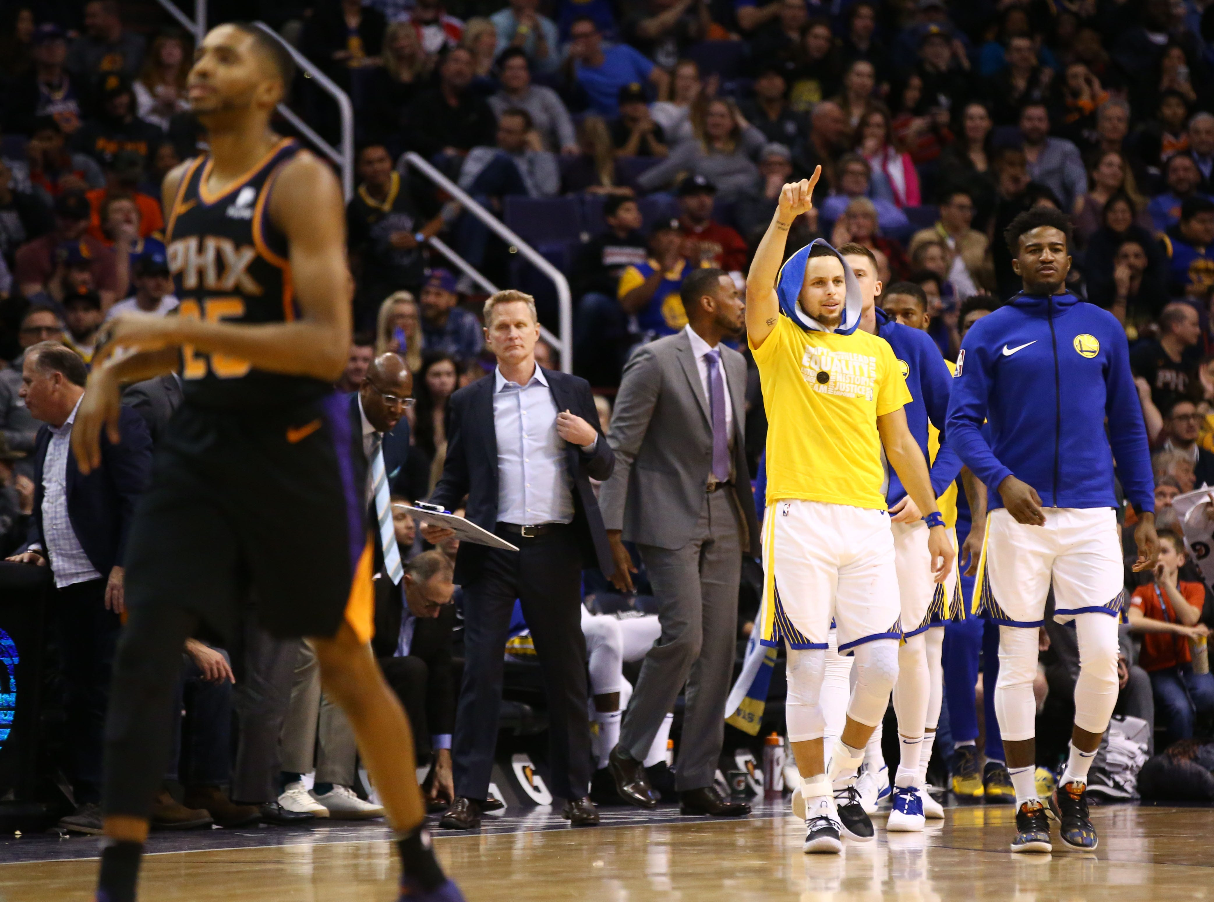 Golden State Warriors guard Stephen Curry react during a timeout against the Phoenix Suns in the second half on Feb. 8 at Talking Stick Resort Arena.