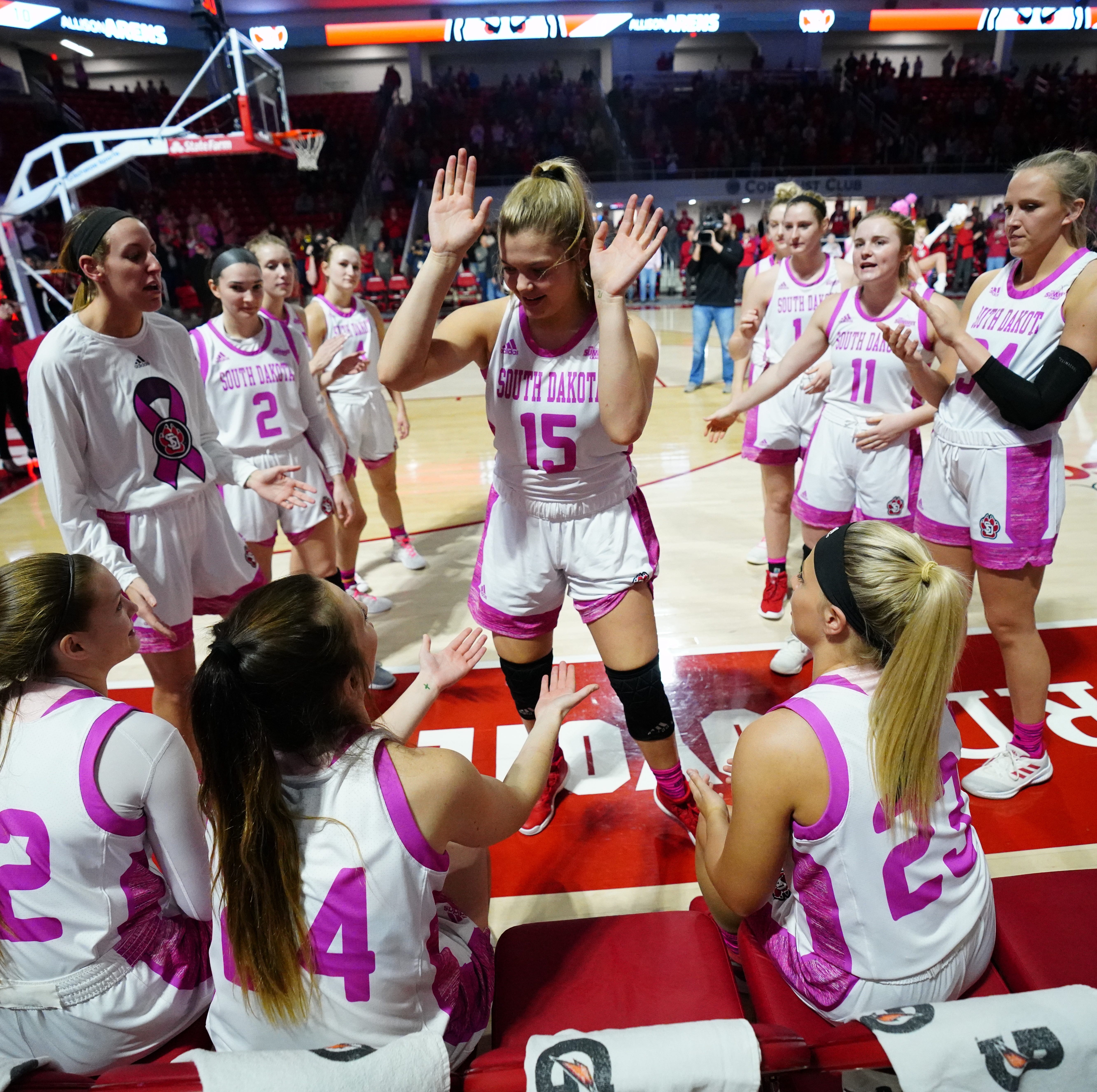 Notebook: Team chemistry helps drive No. 25 South Dakota women's success