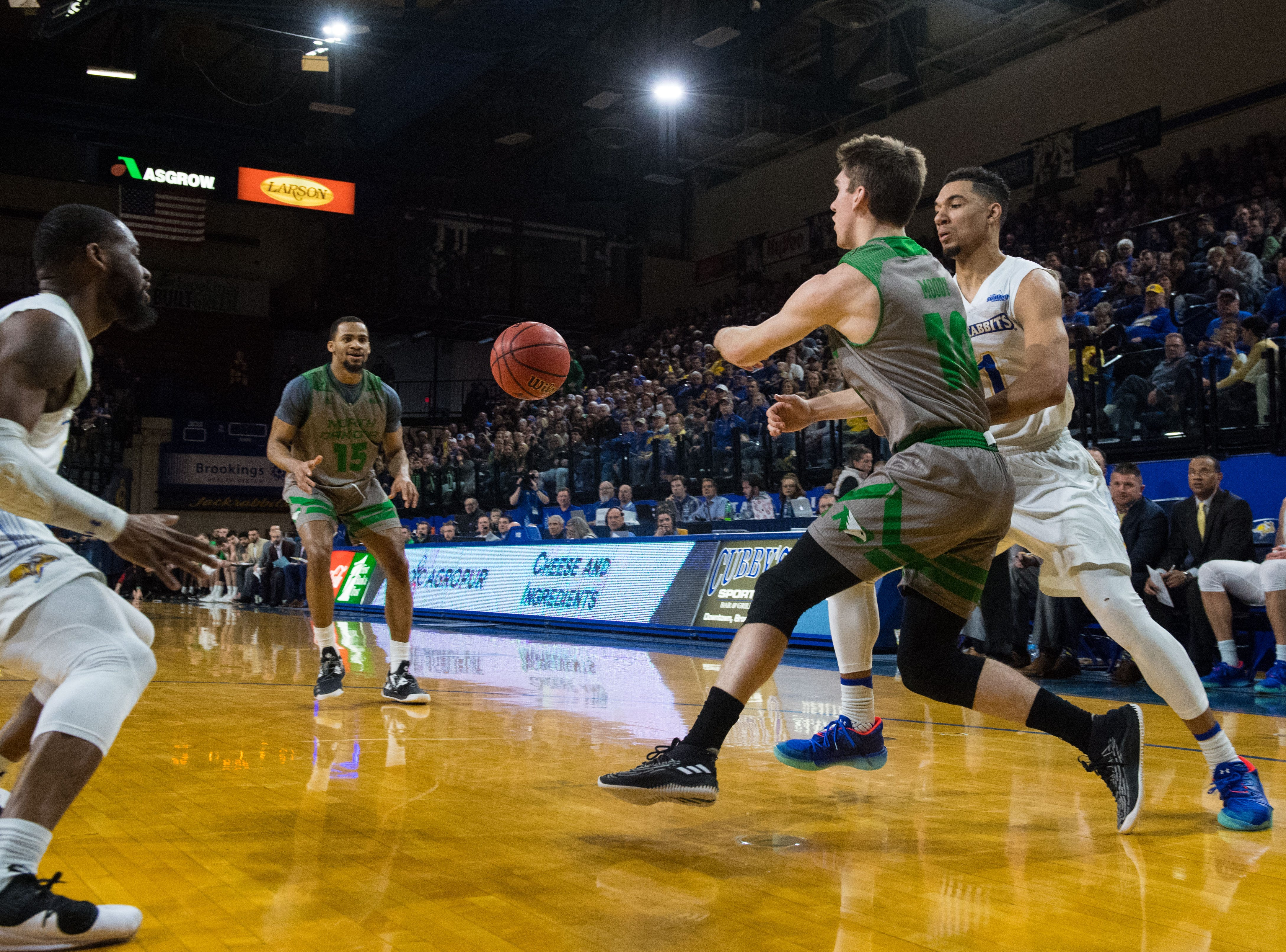 North Dakota's Aanen Moody (10) passes the ball to Cortez Seales (15) during a game against South Dakota State in Brookings, S.D., Saturday, Feb. 9, 2019.