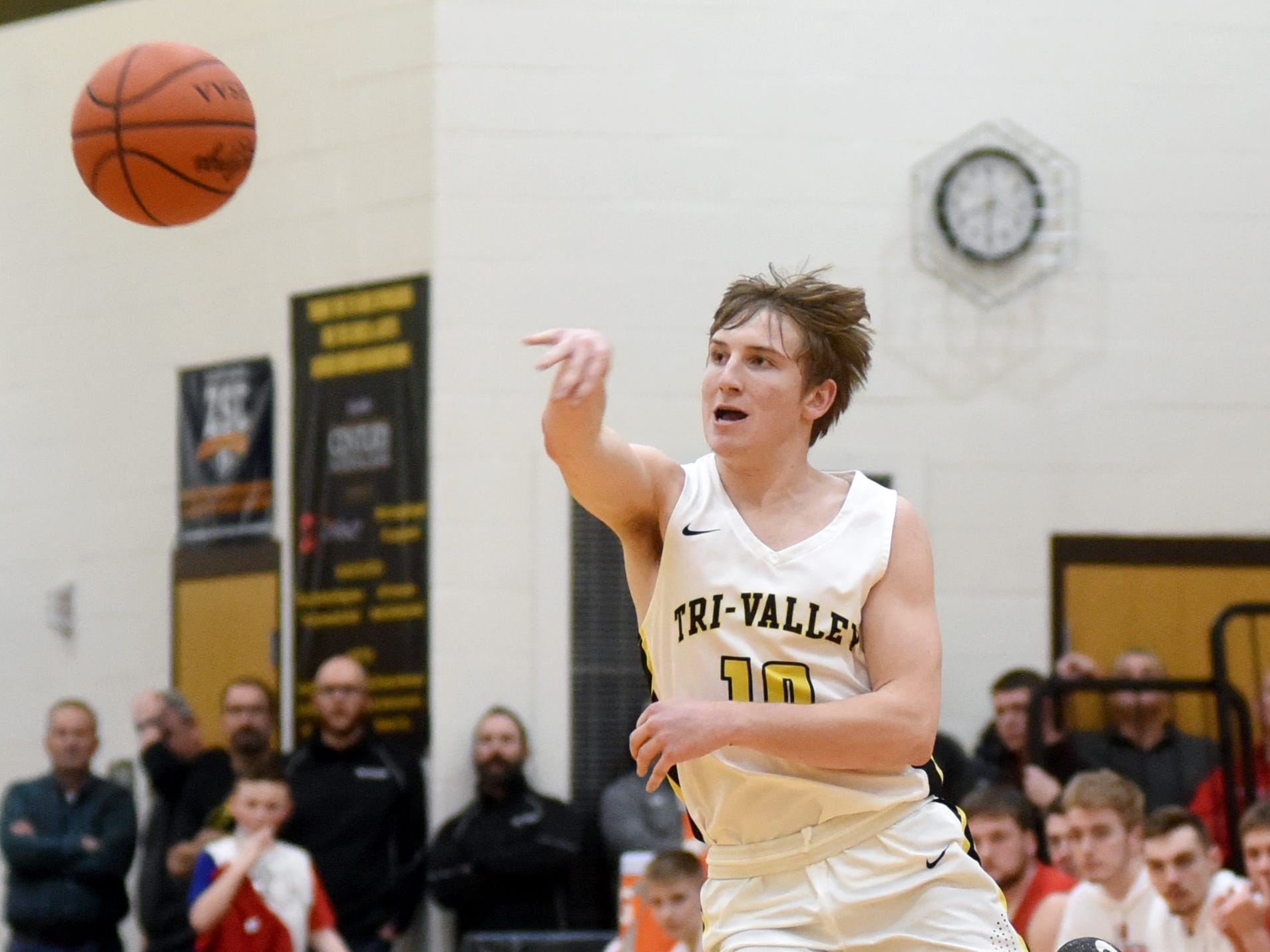 Jack Lyall, of Tri-Valley, whips a pass up court against Sheridan on Friday night in Dresden.