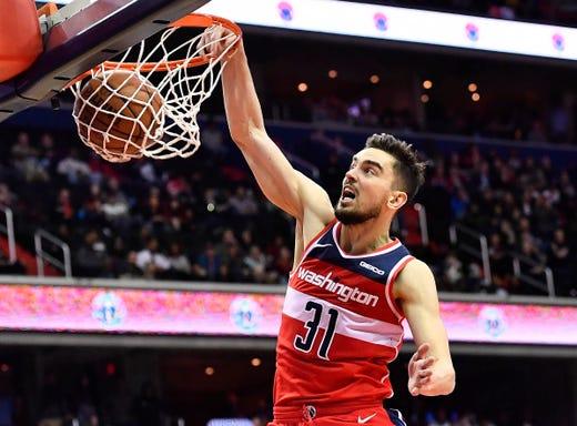 b6c9b359209 8  Washington Wizards guard Tomas Satoransky dunks the ball against the  Cleveland Cavaliers