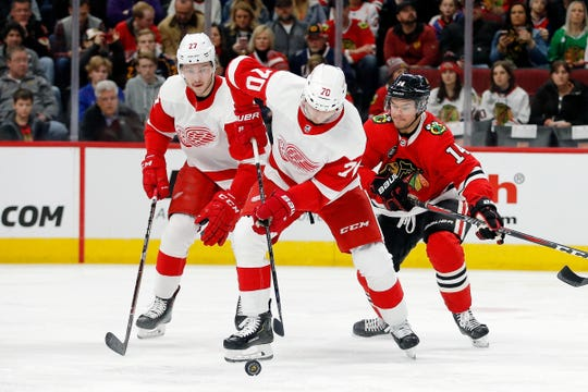 Christoffer Ehn controls the puck against the Blackhawks during the first period.