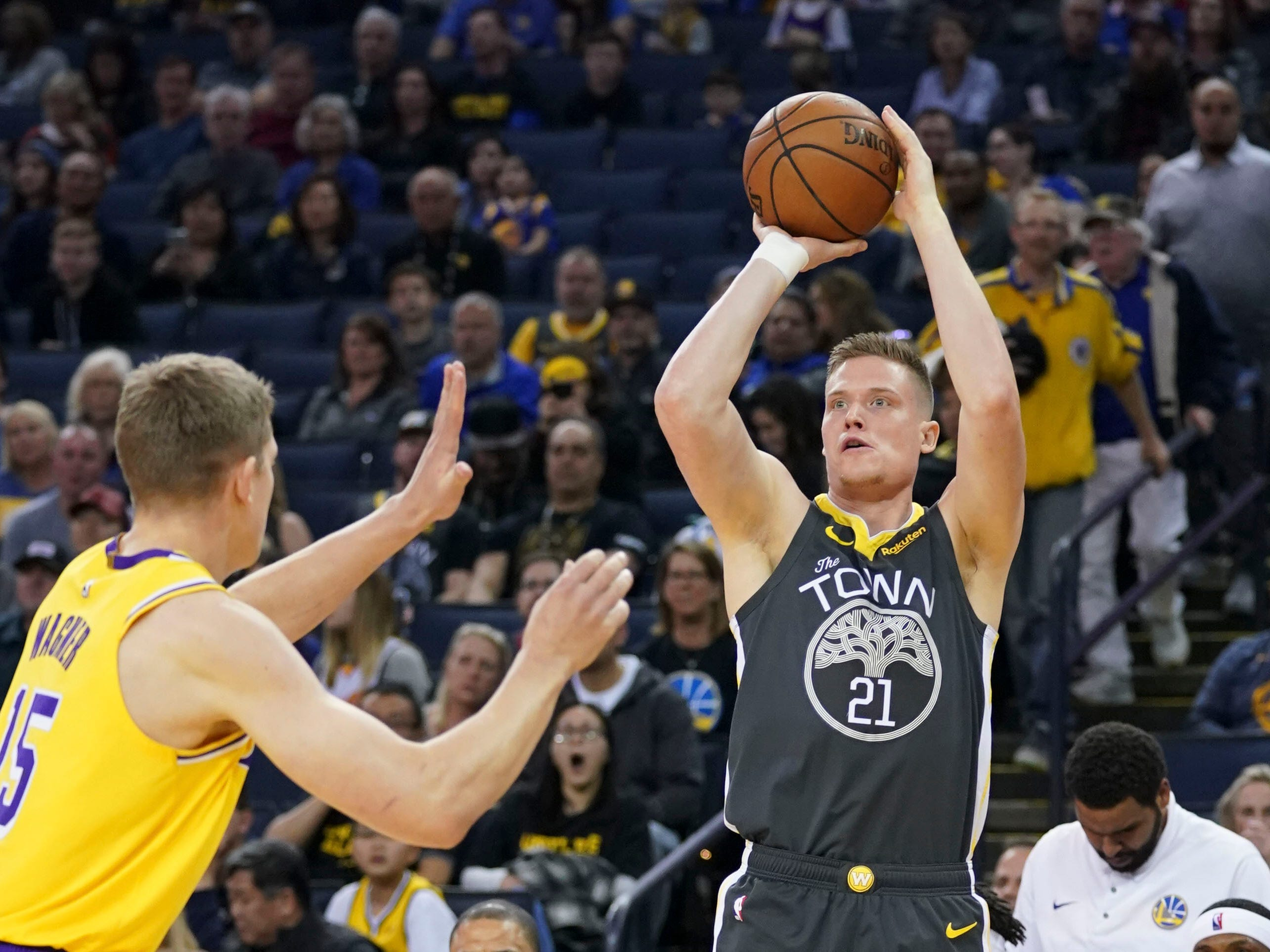 Golden State Warriors forward Jonas Jerebko shoots against Los Angeles Lakers center Moritz Wagner at Oracle Arena, Feb. 2, 2019.