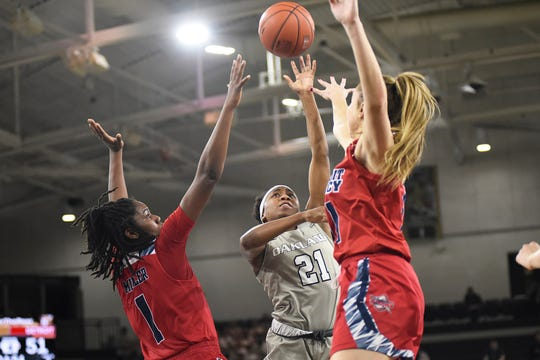 Kahlaijah Dean scored 30 points in Oakland's win over Detroit Mercy on Saturday.