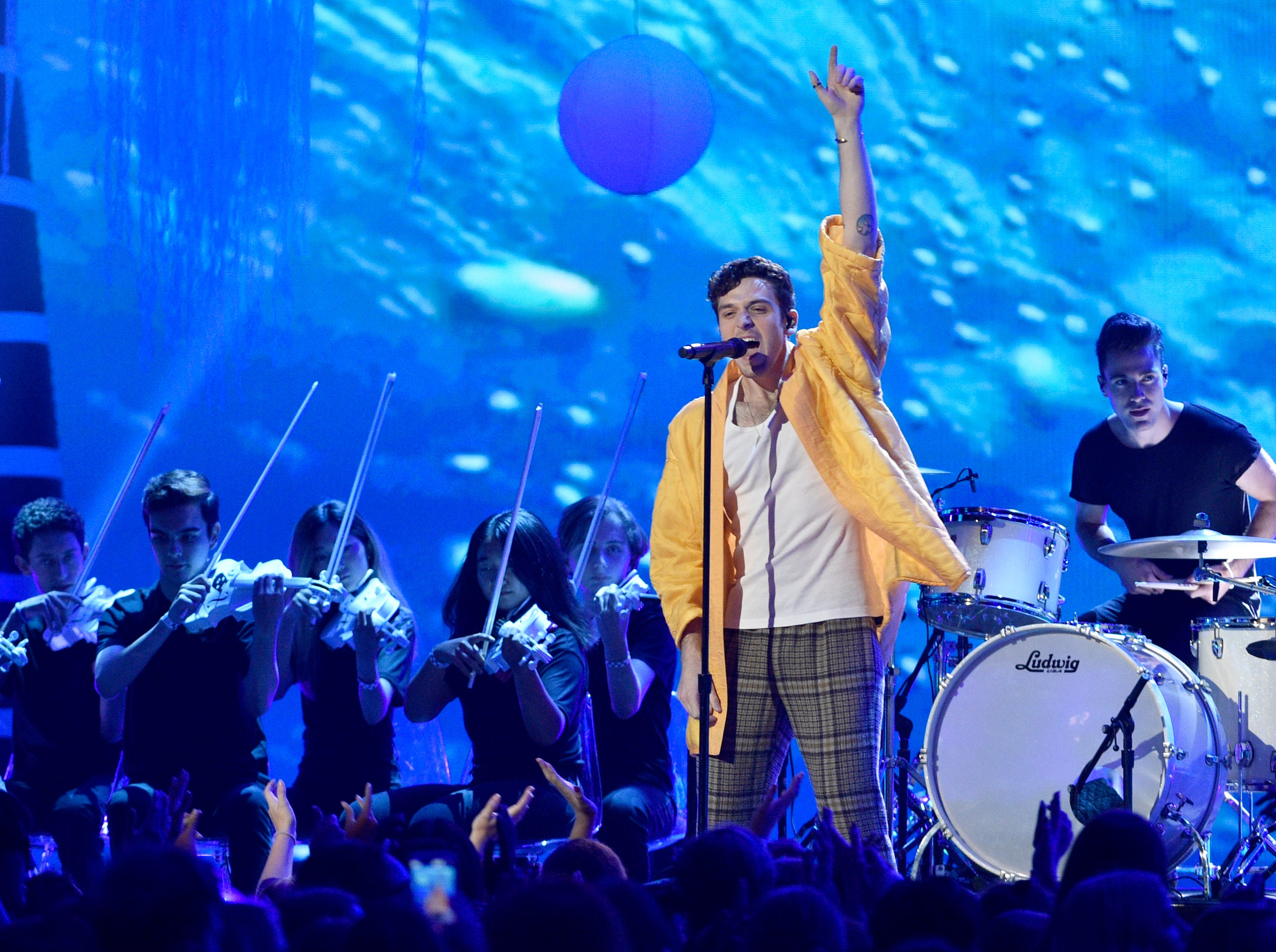 """Lauv performs """"I Like Me Better"""" at the Teen Choice Awards at The Forum on Sunday, Aug. 12, 2018, in Inglewood, Calif. (Photo by Chris Pizzello/Invision/AP)"""
