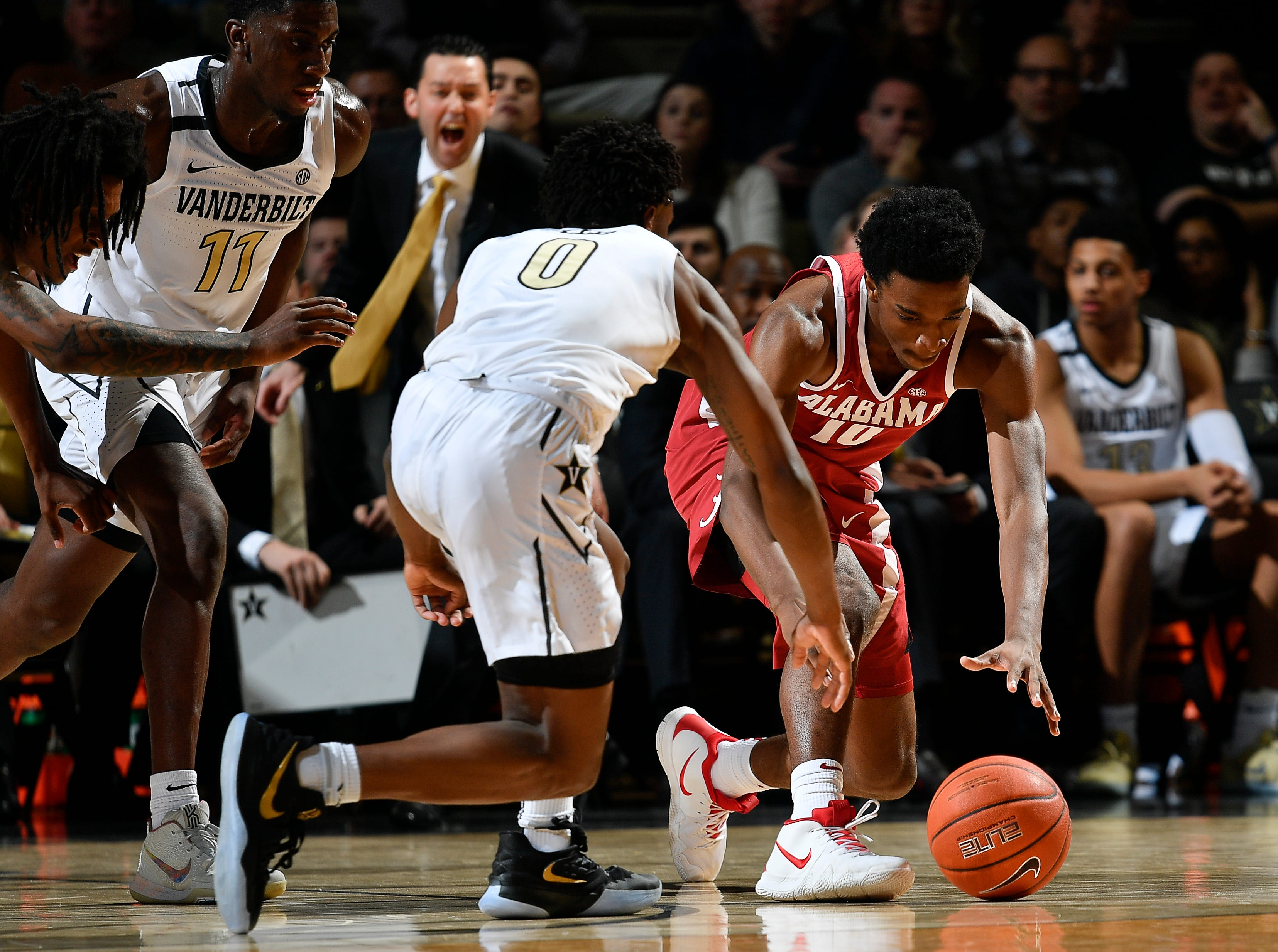 Vanderbilt guard Saben Lee (0) and Alabama guard Herbert Jones (10) dive for a loose ball during the first half at Memorial Gym Saturday Feb. 9, 2019 in Nashville, Tenn.