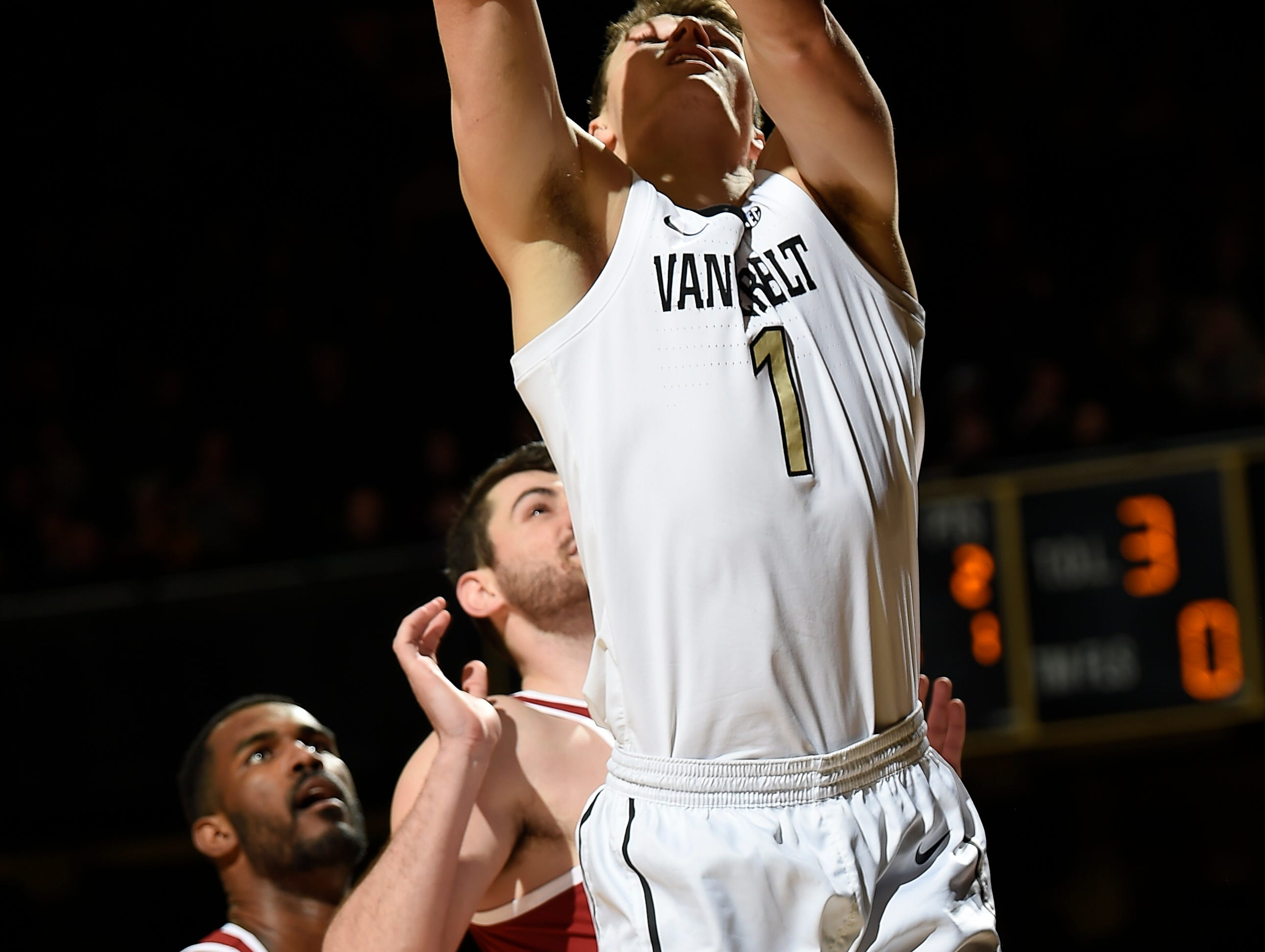 Vanderbilt forward Yanni Wetzell (1) shoots past Alabama defenders during the first half at Memorial Gym Saturday Feb. 9, 2019 in Nashville, Tenn.
