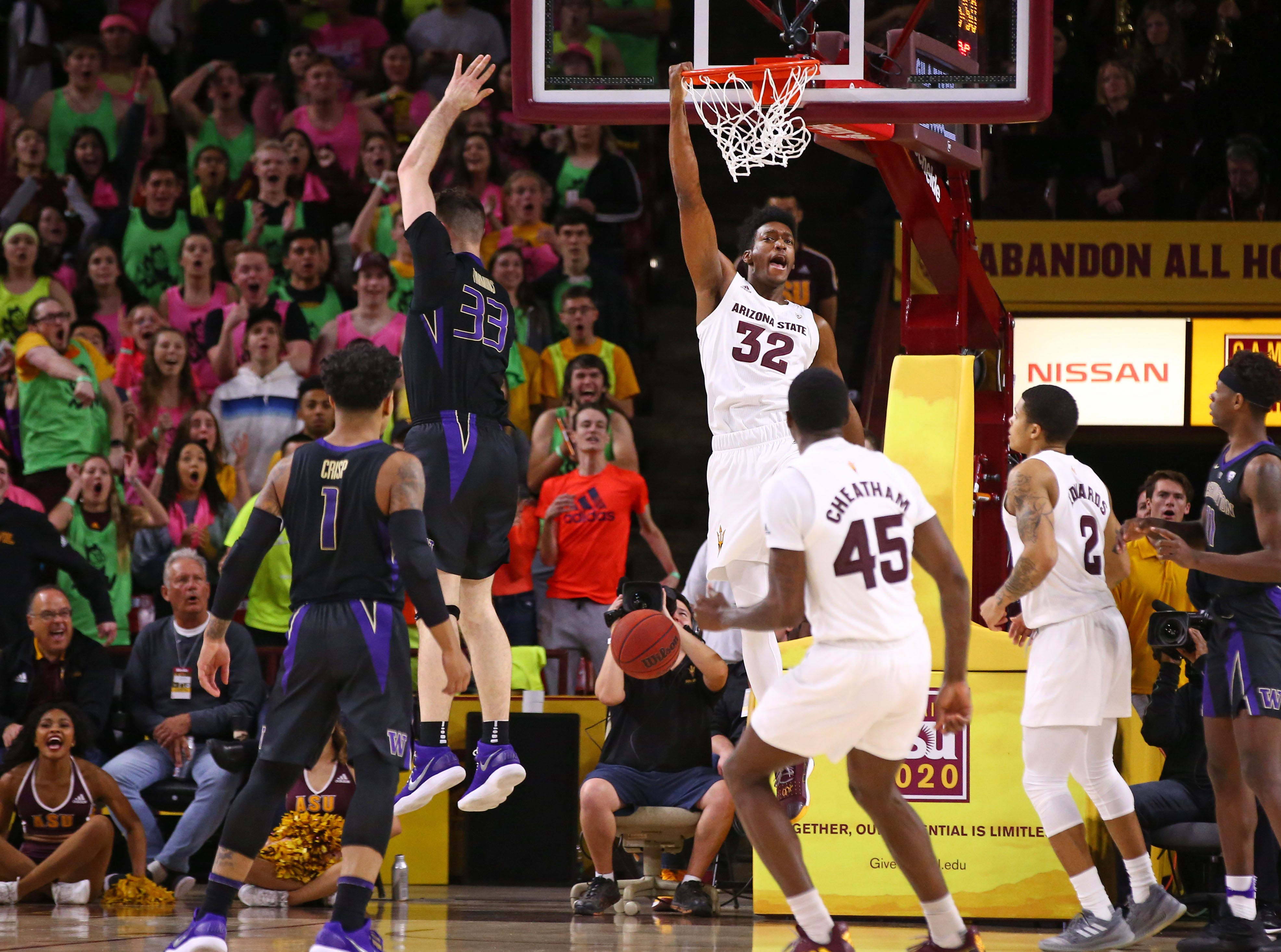 Arizona State Sun Devils forward De'Quon Lake (32) dunks the ball against the Washington Huskies in the first half on Feb. 9 at Wells Fargo Arena in Tempe.
