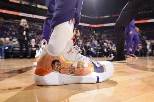 """Kelly Oubre Jr. sports """"NOLA-themed"""" Nike sneakers in celebrating Black History Month as the Phoenix Suns forward is from New Orleans."""