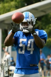 The Lions re-signed linebacker Steve Longa on Monday.