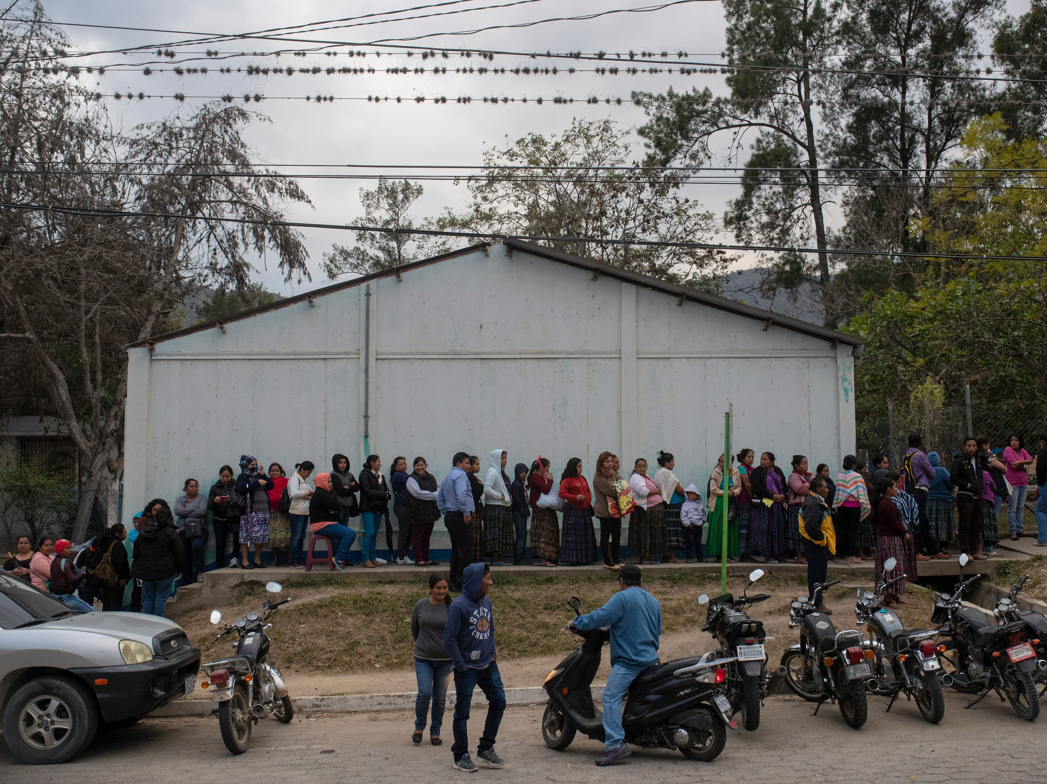 Over a thousand people wait in line to be seen by the Children of the Americas medical mission group at the Hospital Nacional de Salamá. Jan 20, 2019
