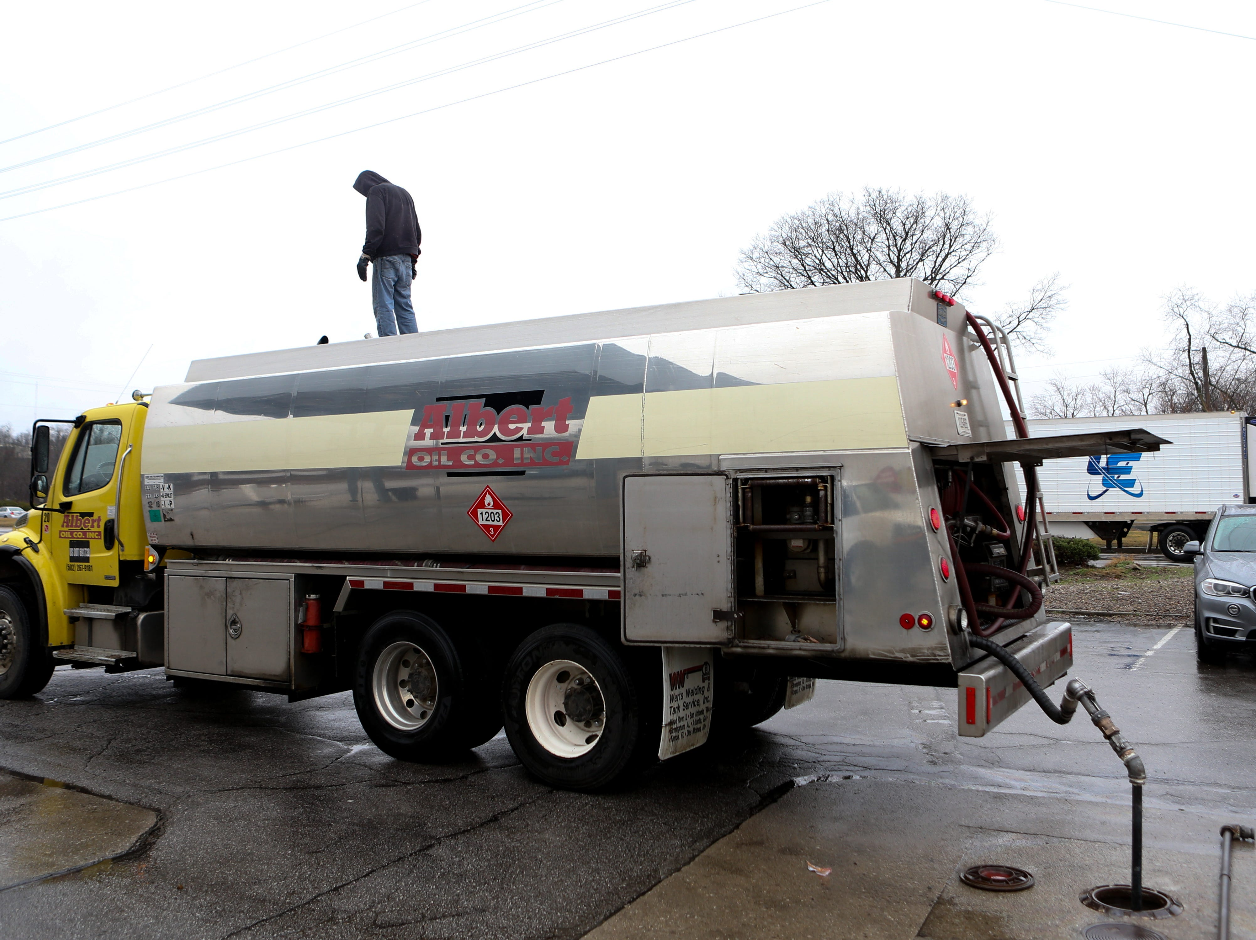 The Shell station at River Rd. and Zorn Ave. is removing the gas from the tanks before the rising river reaches their door. Feb. 11, 2019