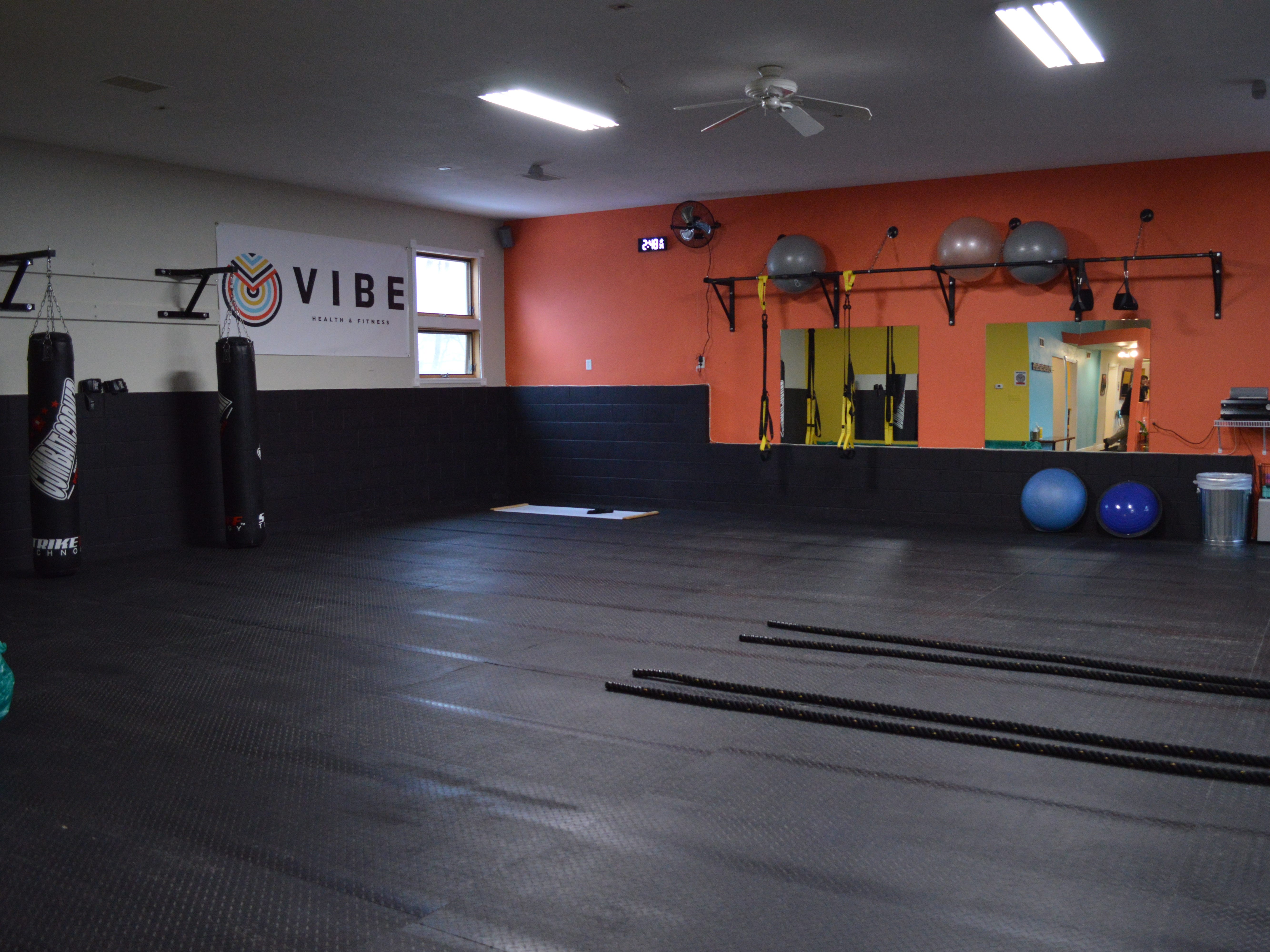 VIBE Health and Fitness has small group fitness classes.