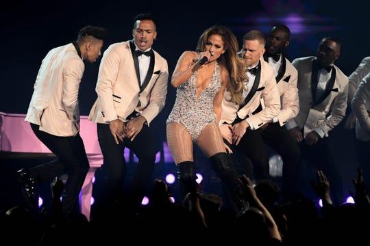 Jennifer López presenta un número musical en la 61ra edición de los Premios Grammy en L.A.