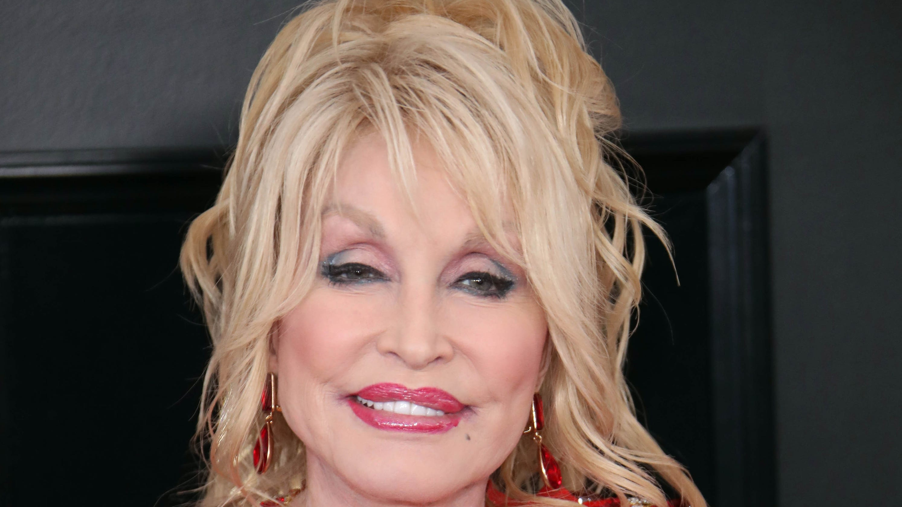 Dolly Parton Shines In Grammys 2019 Tribute With Miley Cyrus Katy Perry