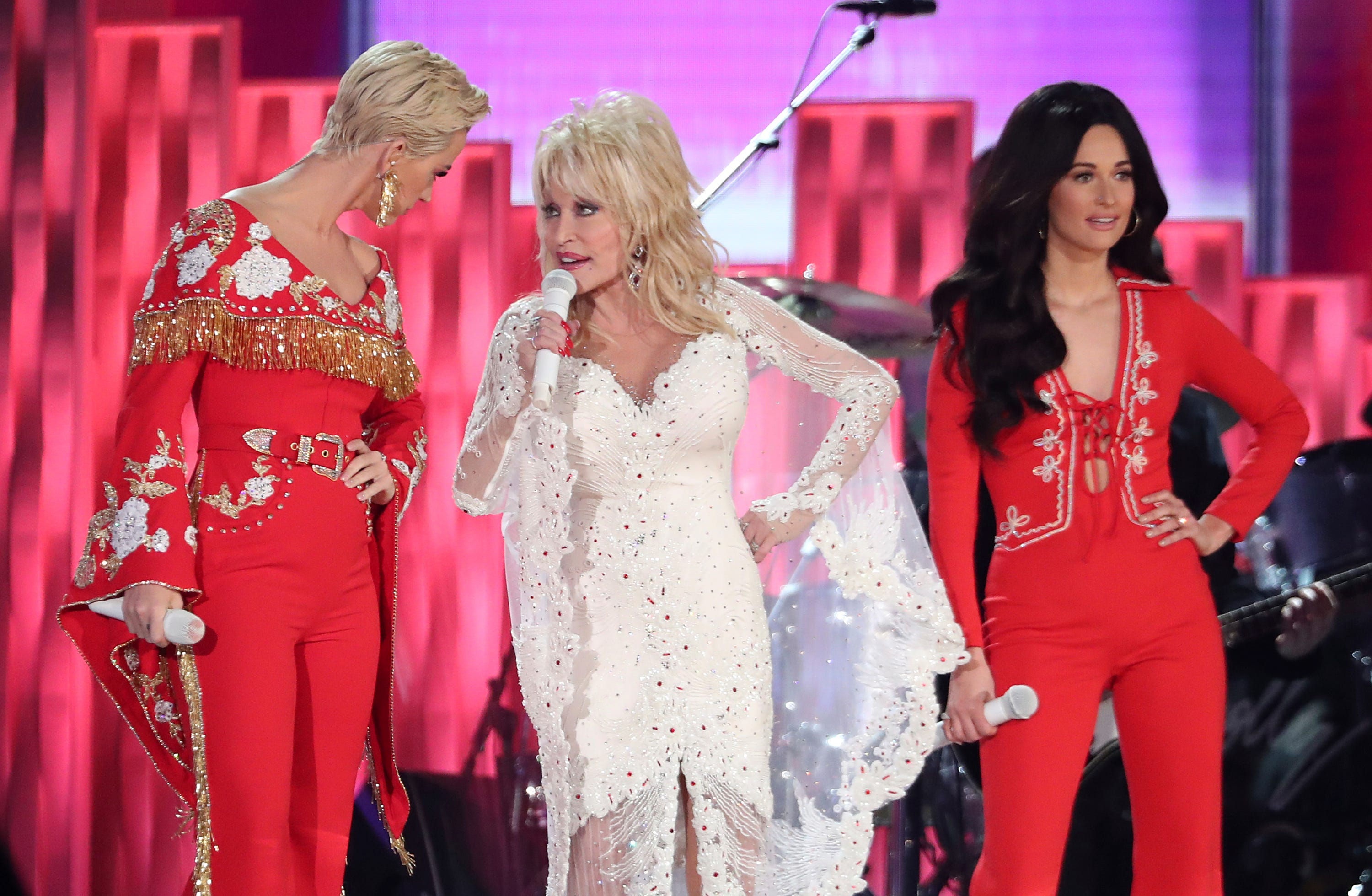 Katy Perry Miley Cyrus And More Join Dolly Parton For Grammys Salute