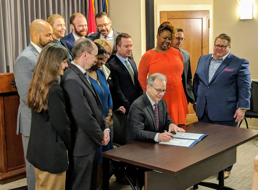 Mayor Briley signs executive order recognizing LGBT-owned businesses in Metro.