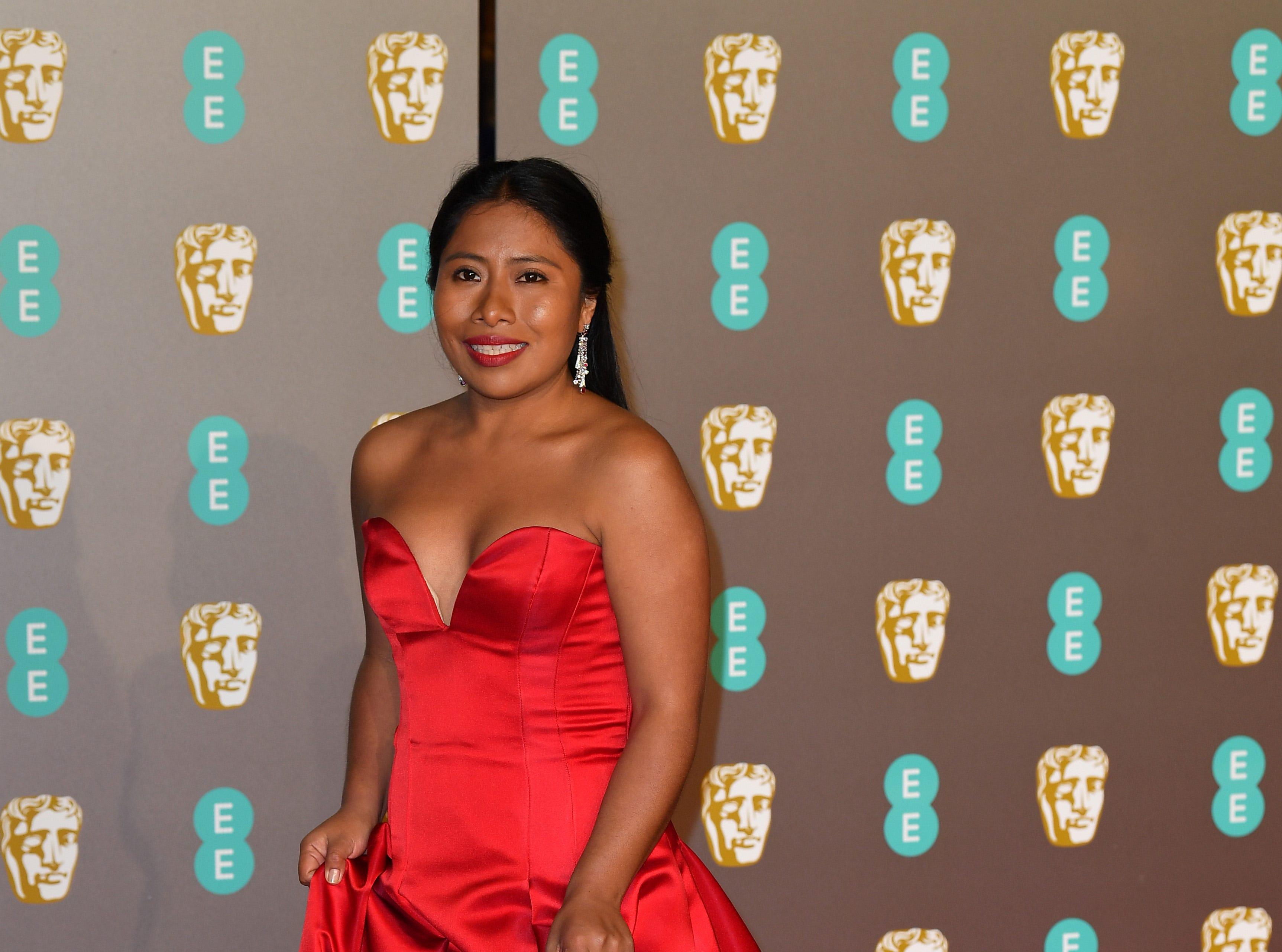 Yalitza Aparicio a su llegada a la alfombra roja de los Premios de la Academia Británica de Cine BAFTA en el Royal Albert Hall en Londres el 10 de febrero de 2019.