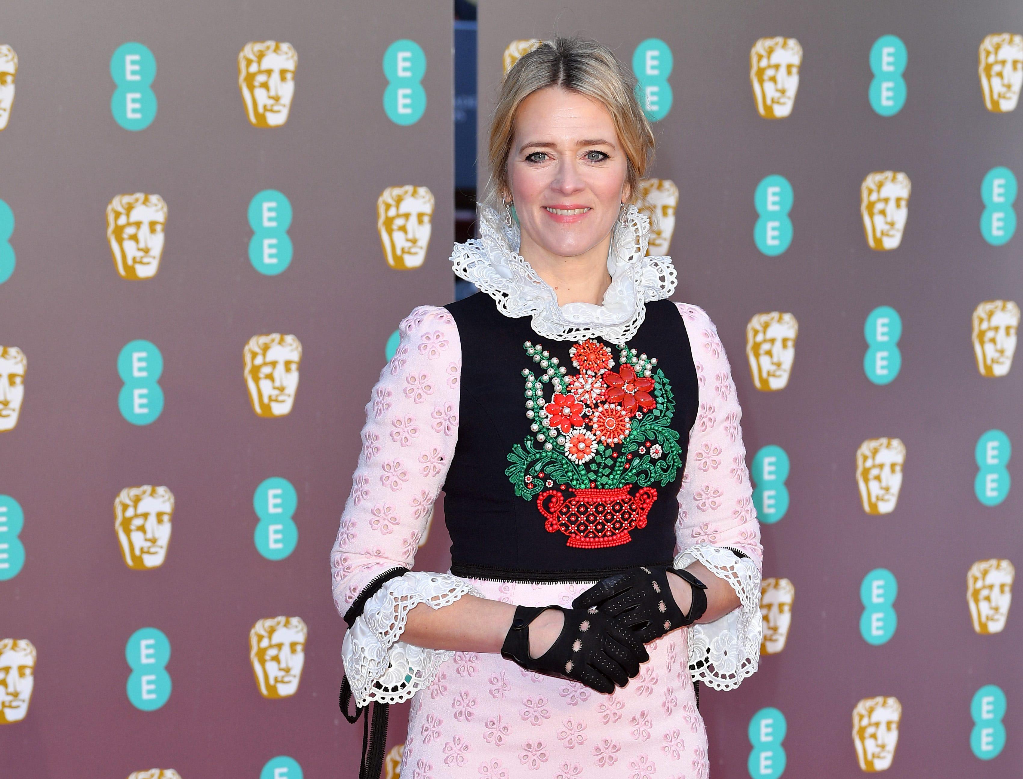 Edith Bowman a su llegada a la alfombra roja de los Premios de la Academia Británica de Cine BAFTA en el Royal Albert Hall en Londres el 10 de febrero de 2019.