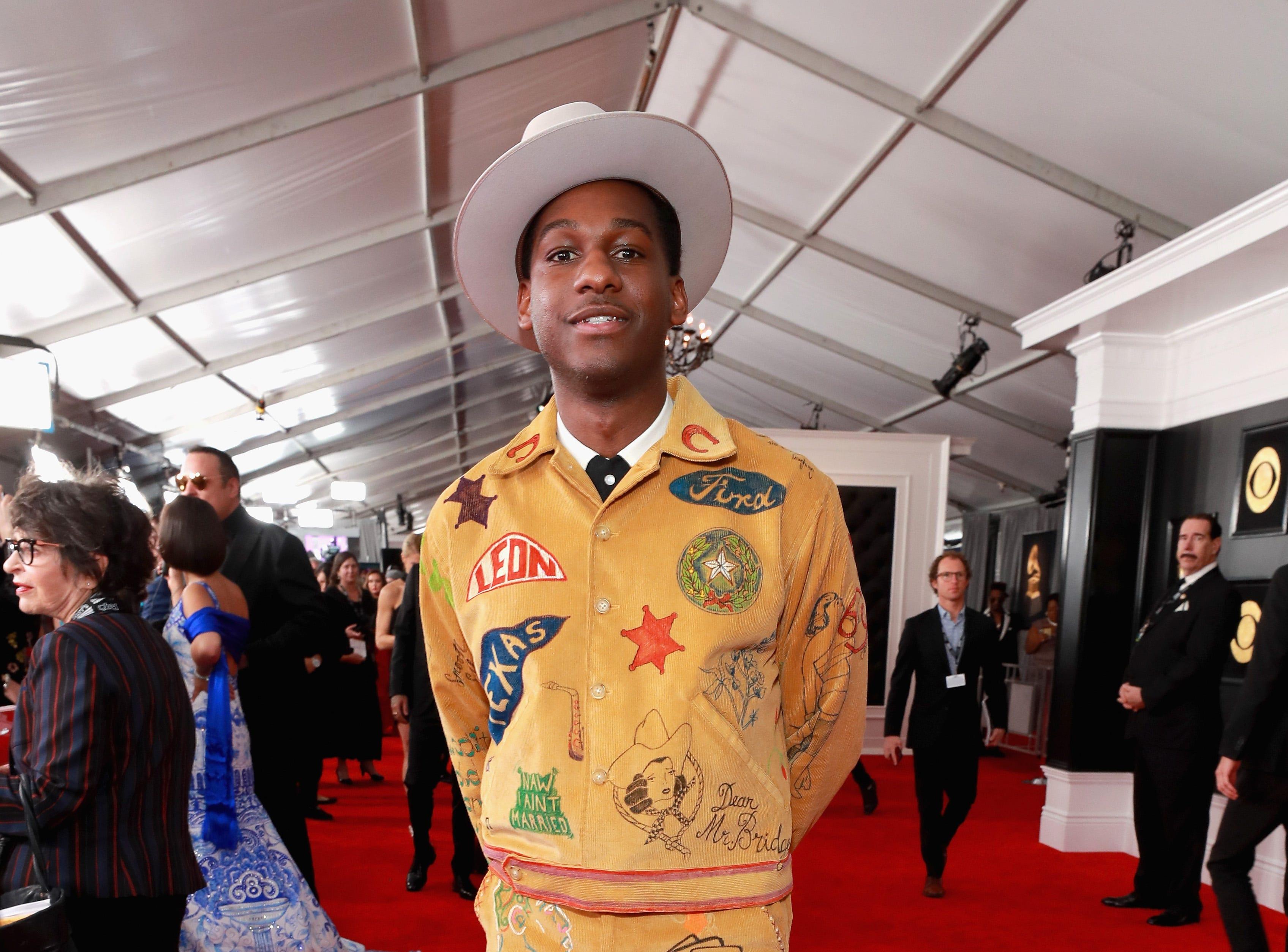 Leon Bridges asiste a la 61ª edición de los premios GRAMMY en el Staples Center el 10 de febrero de 2019 en Los Ángeles, California.