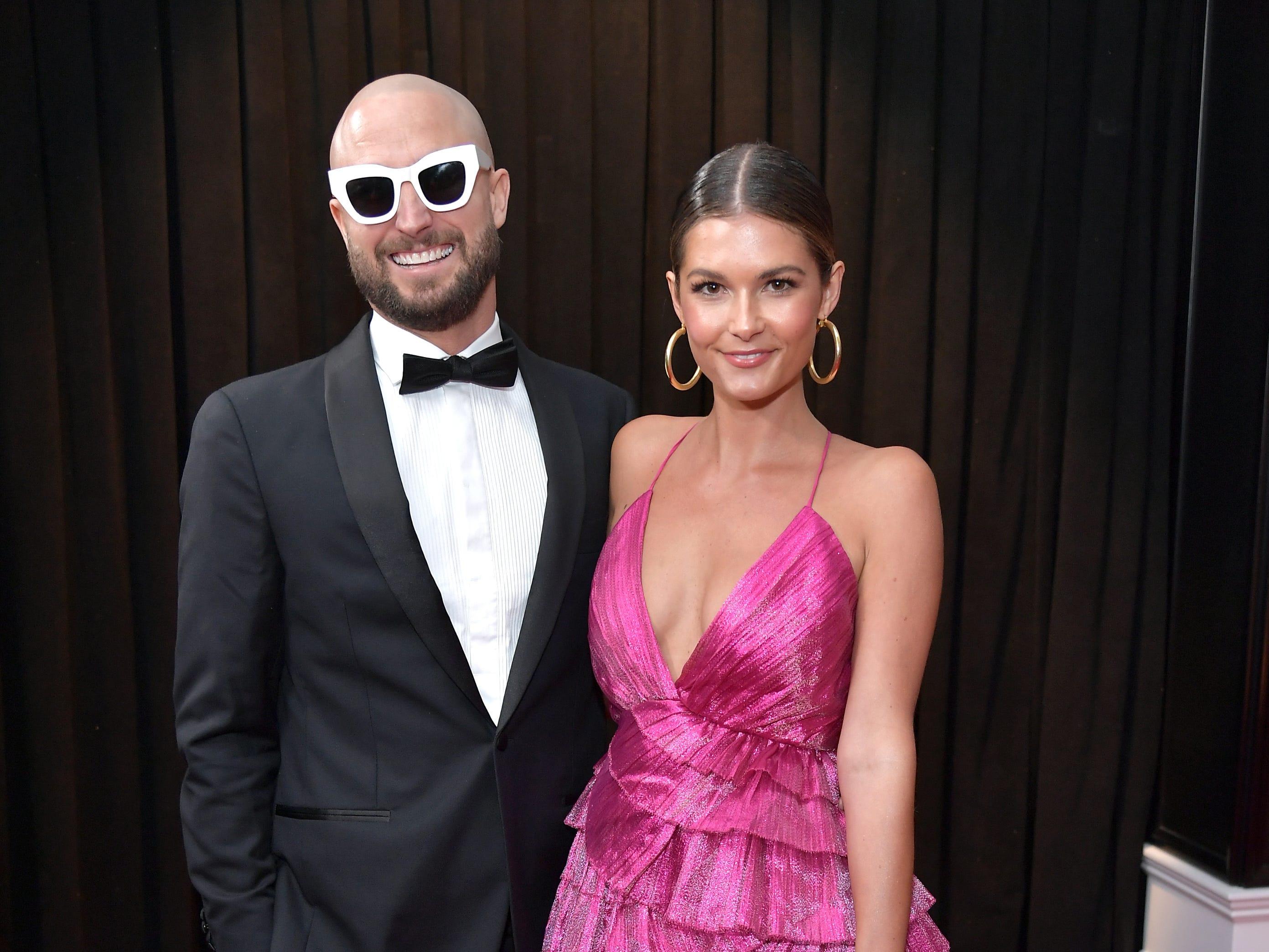 Paul Fisher (izq) y Chloe Chapman asisten a la 61ª edición de los premios GRAMMY en el Staples Center el 10 de febrero de 2019 en Los Ángeles, California.
