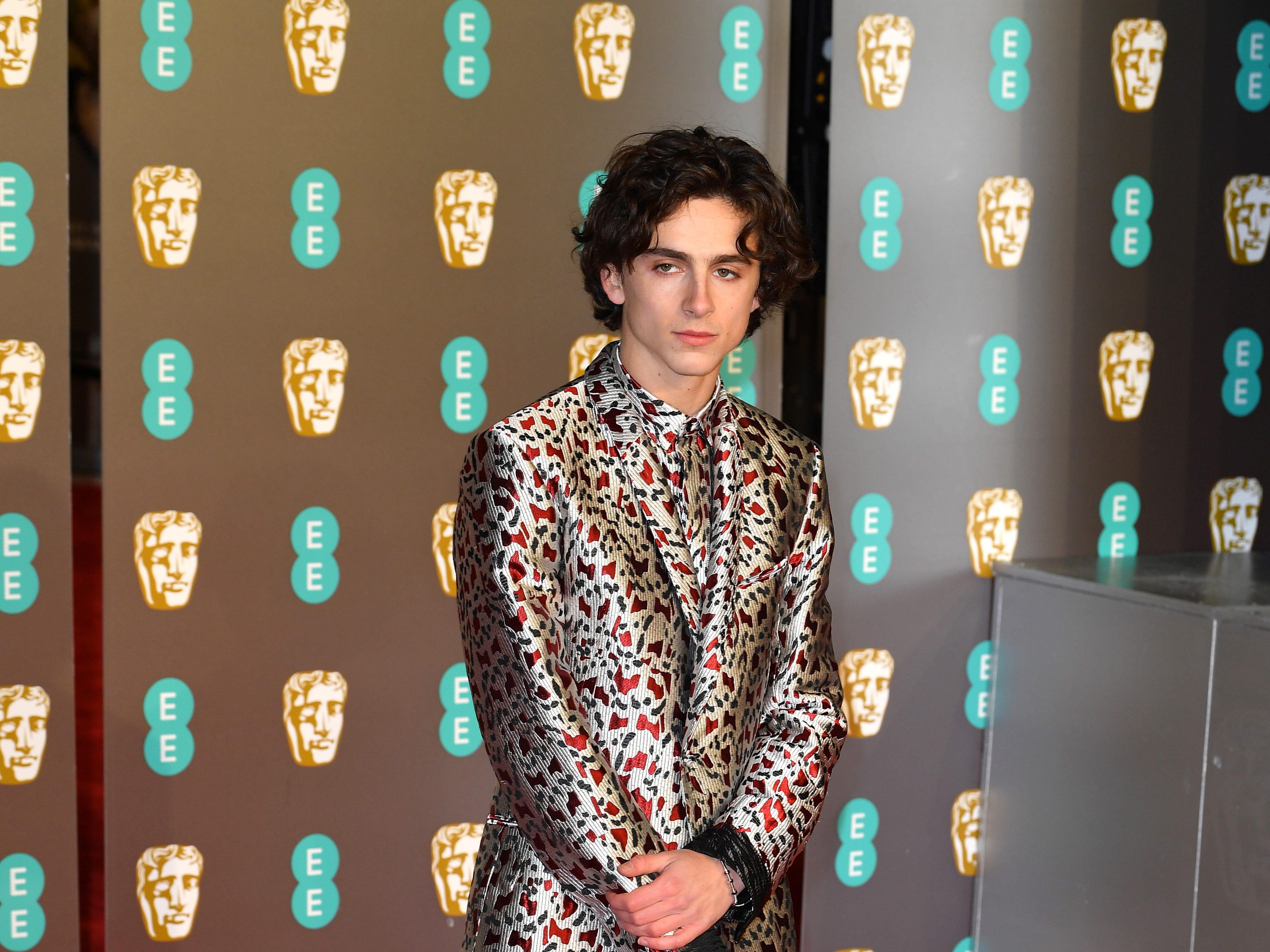 Timothée Chalamet a su llegada a la alfombra roja de los Premios de la Academia Británica de Cine BAFTA en el Royal Albert Hall en Londres el 10 de febrero de 2019.