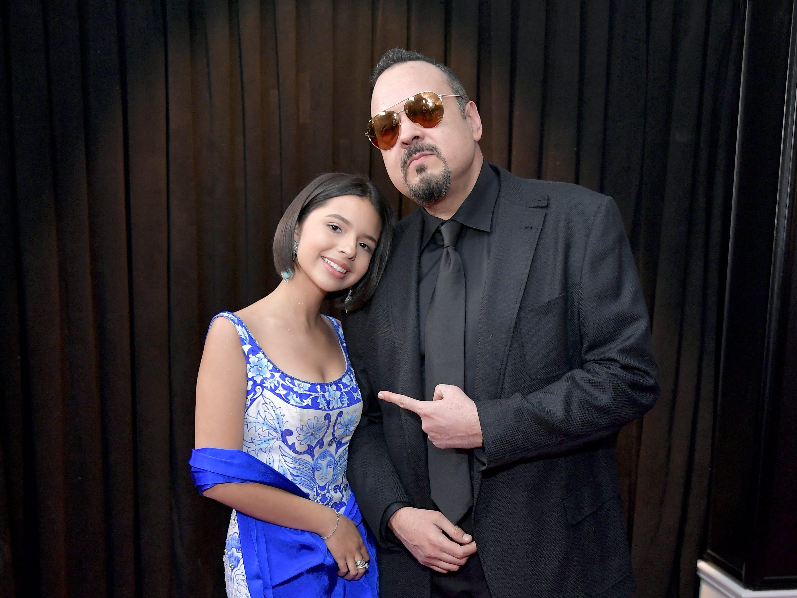 Ángela Aguilar y Pepe Aguilar asisten a la 61ª edición de los premios GRAMMY en el Staples Center el 10 de febrero de 2019 en Los Ángeles, California.