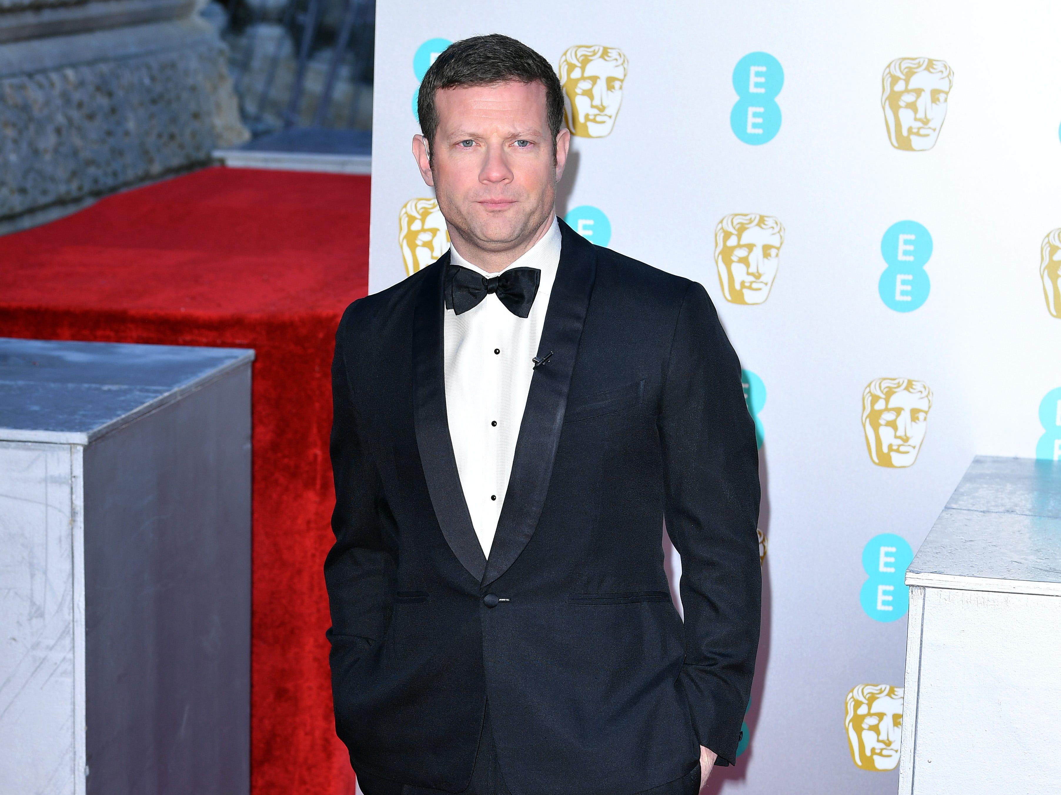 Dermot O'Leary a su llegada a la alfombra roja de los Premios de la Academia Británica de Cine BAFTA en el Royal Albert Hall en Londres el 10 de febrero de 2019.