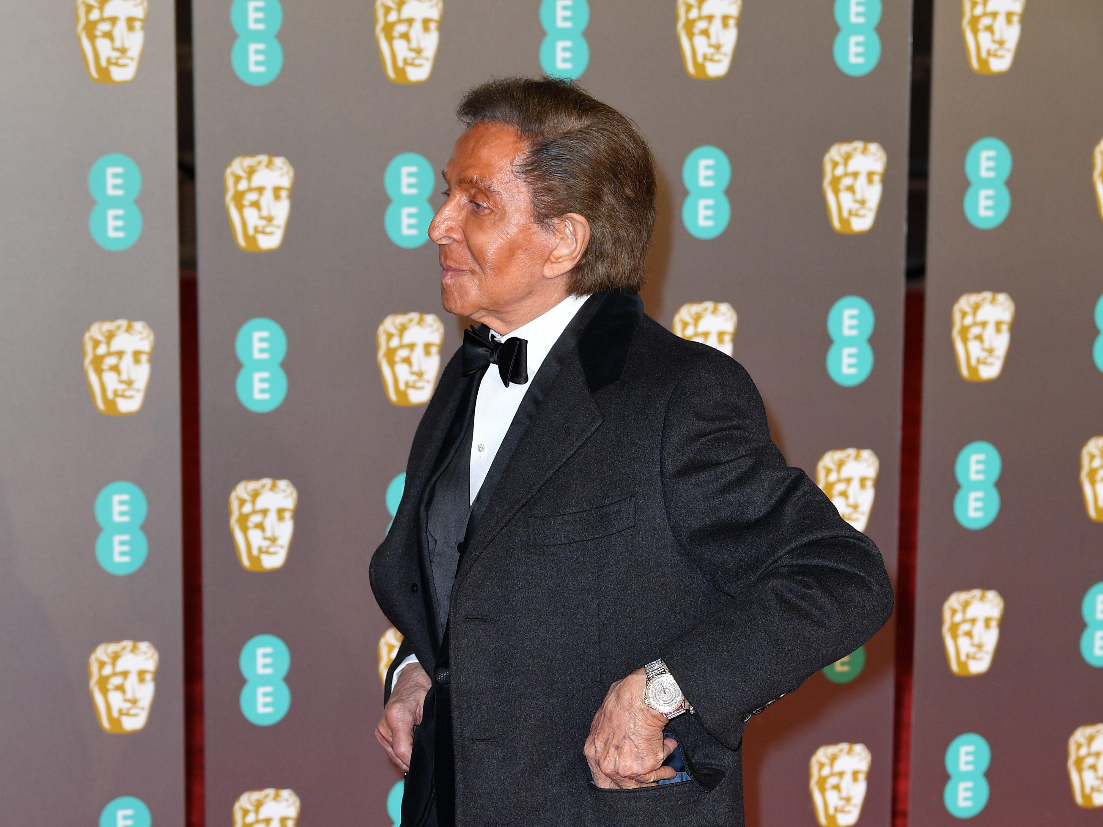 Valentino a su llegada a la alfombra roja de los Premios de la Academia Británica de Cine BAFTA en el Royal Albert Hall en Londres el 10 de febrero de 2019.