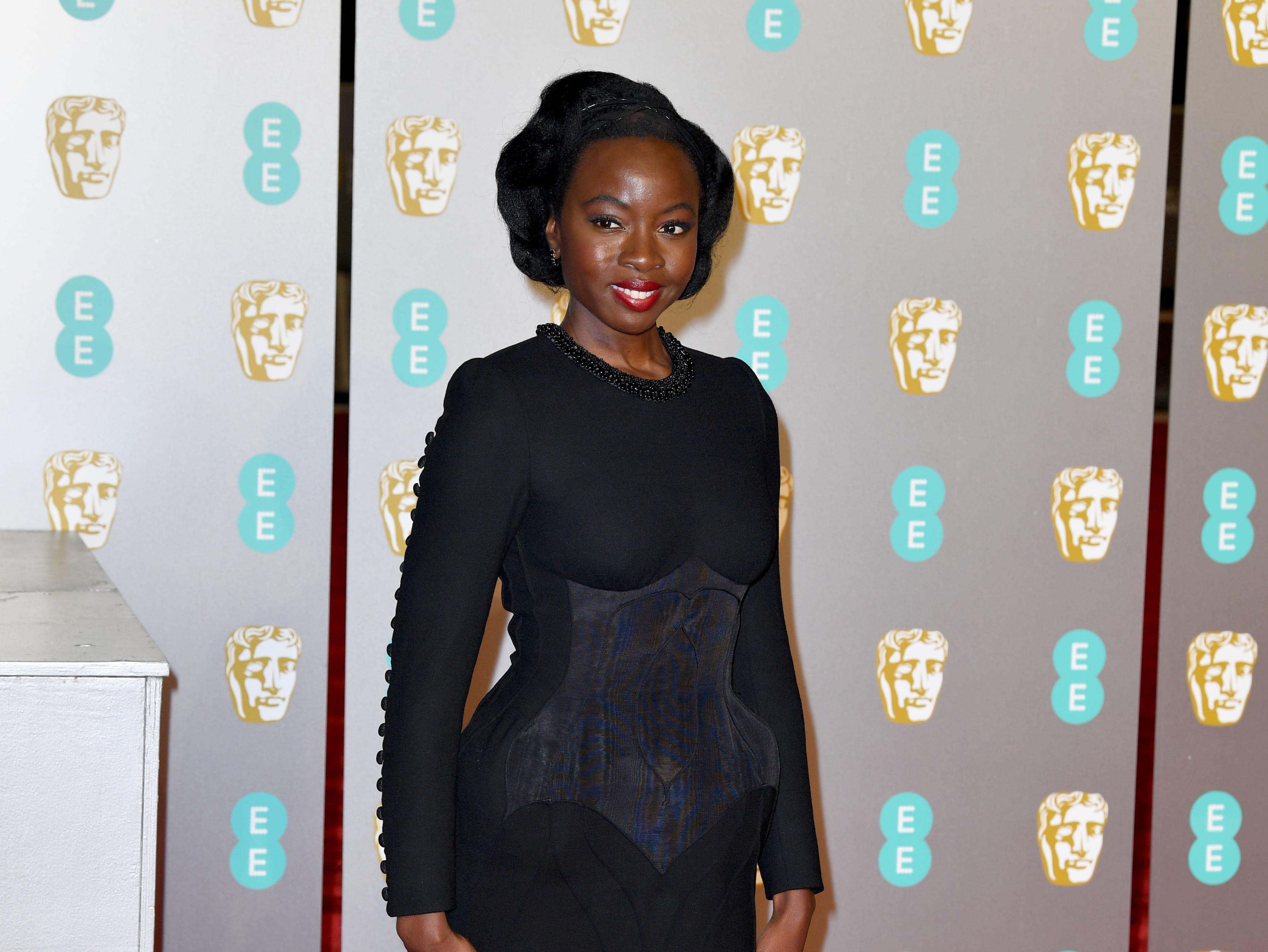 Danai Gurira a su llegada a la alfombra roja de los Premios de la Academia Británica de Cine BAFTA en el Royal Albert Hall en Londres el 10 de febrero de 2019.