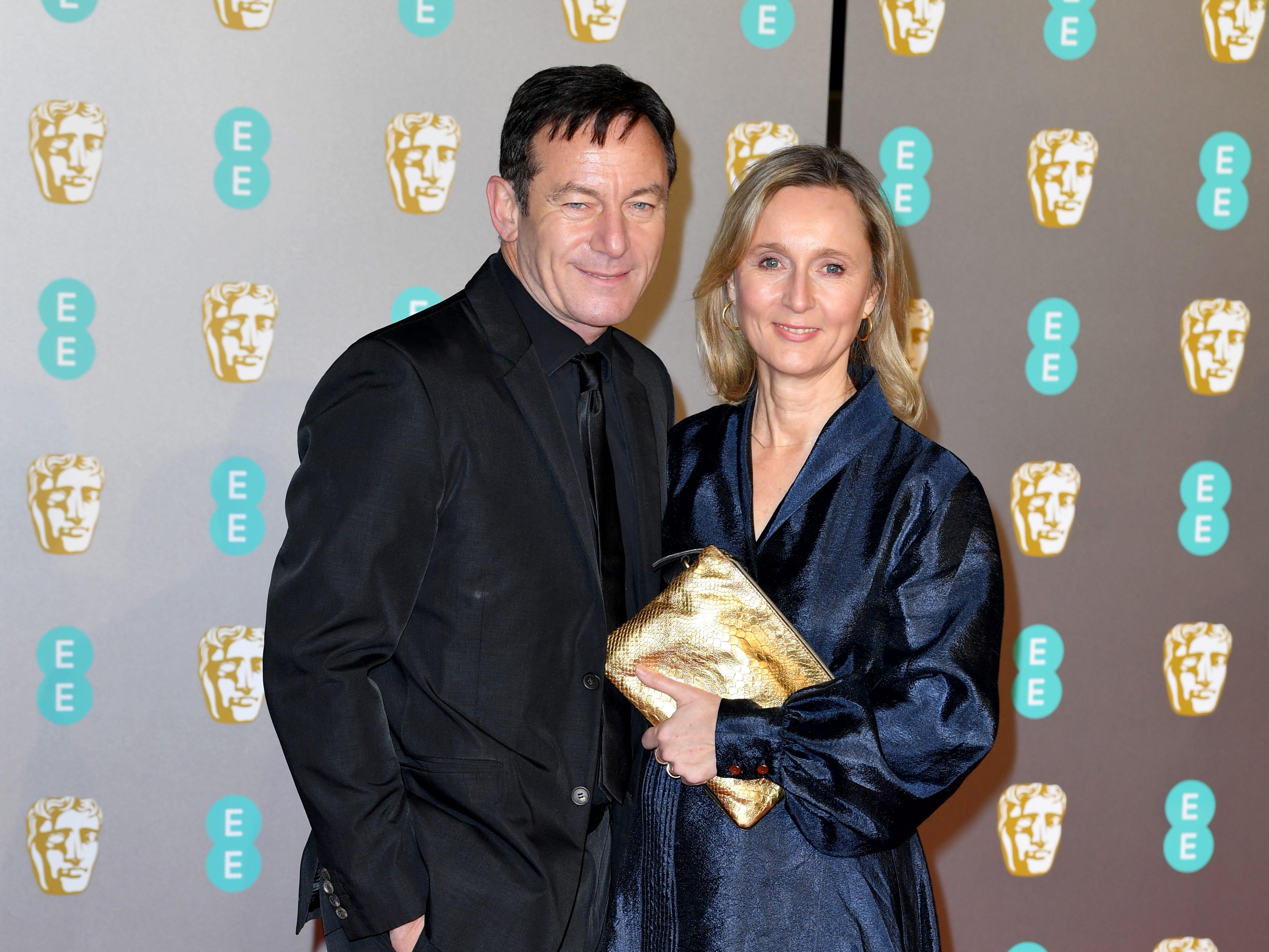 Jason Isaacs (izq) y Emma Hewitt a su llegada a la alfombra roja de los Premios de la Academia Británica de Cine BAFTA en el Royal Albert Hall en Londres el 10 de febrero de 2019.