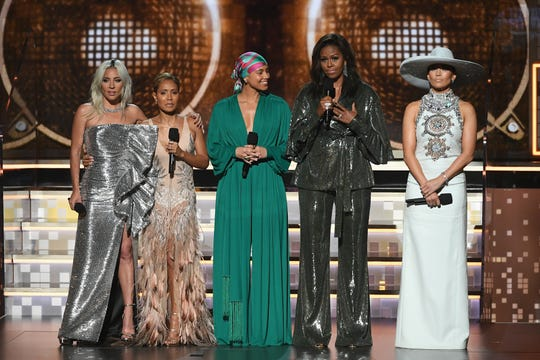 La ex primera dama Michelle Obama hizo una aparición en los premios Grammy.