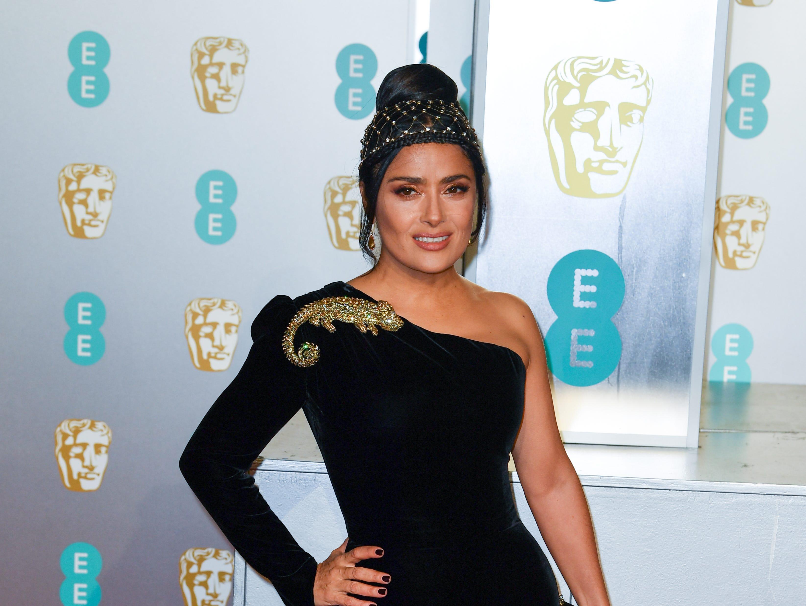 Salma Hayek a su llegada a la alfombra roja de los Premios de la Academia Británica de Cine BAFTA en el Royal Albert Hall en Londres el 10 de febrero de 2019.