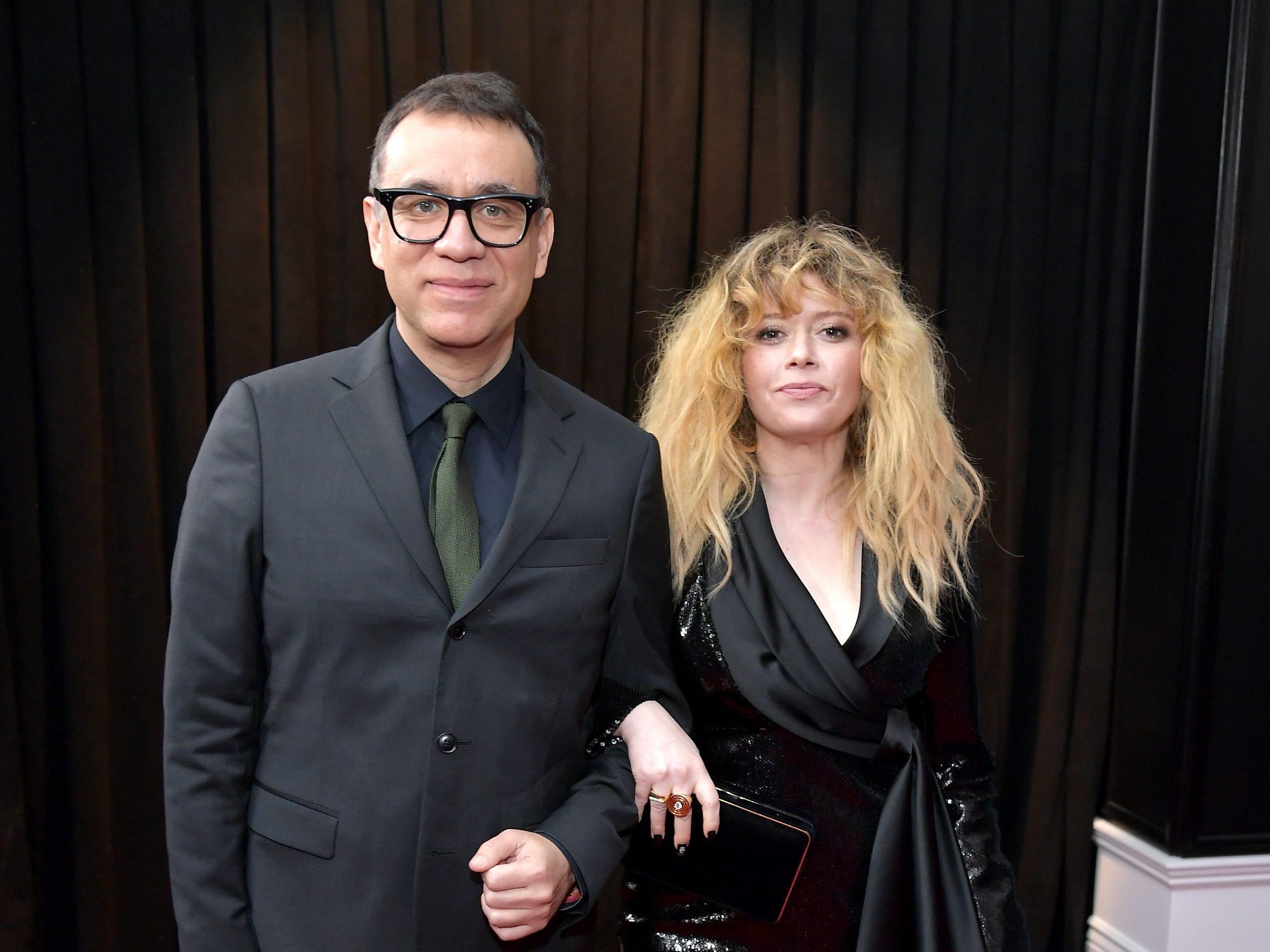 Fred Armisen y Natasha Lyonne  asisten a la 61ª edición de los premios GRAMMY en el Staples Center el 10 de febrero de 2019 en Los Ángeles, California.
