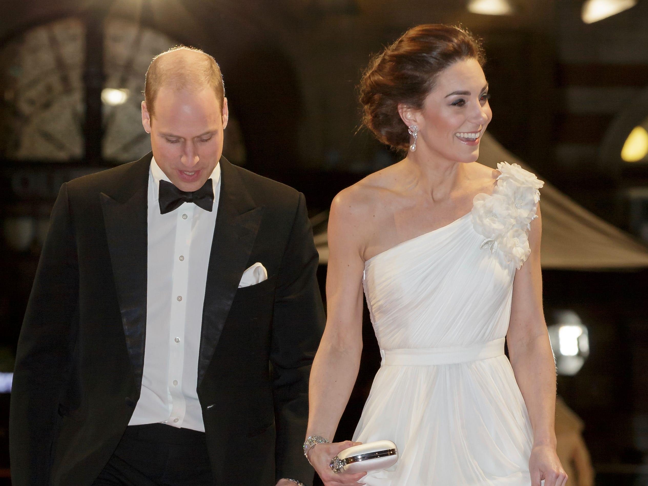 El príncipe William, Duque de Cambridge y Catherine, Duquesa de Cambridge a su llegada a la alfombra roja de los Premios de la Academia Británica de Cine BAFTA en el Royal Albert Hall en Londres el 10 de febrero de 2019.