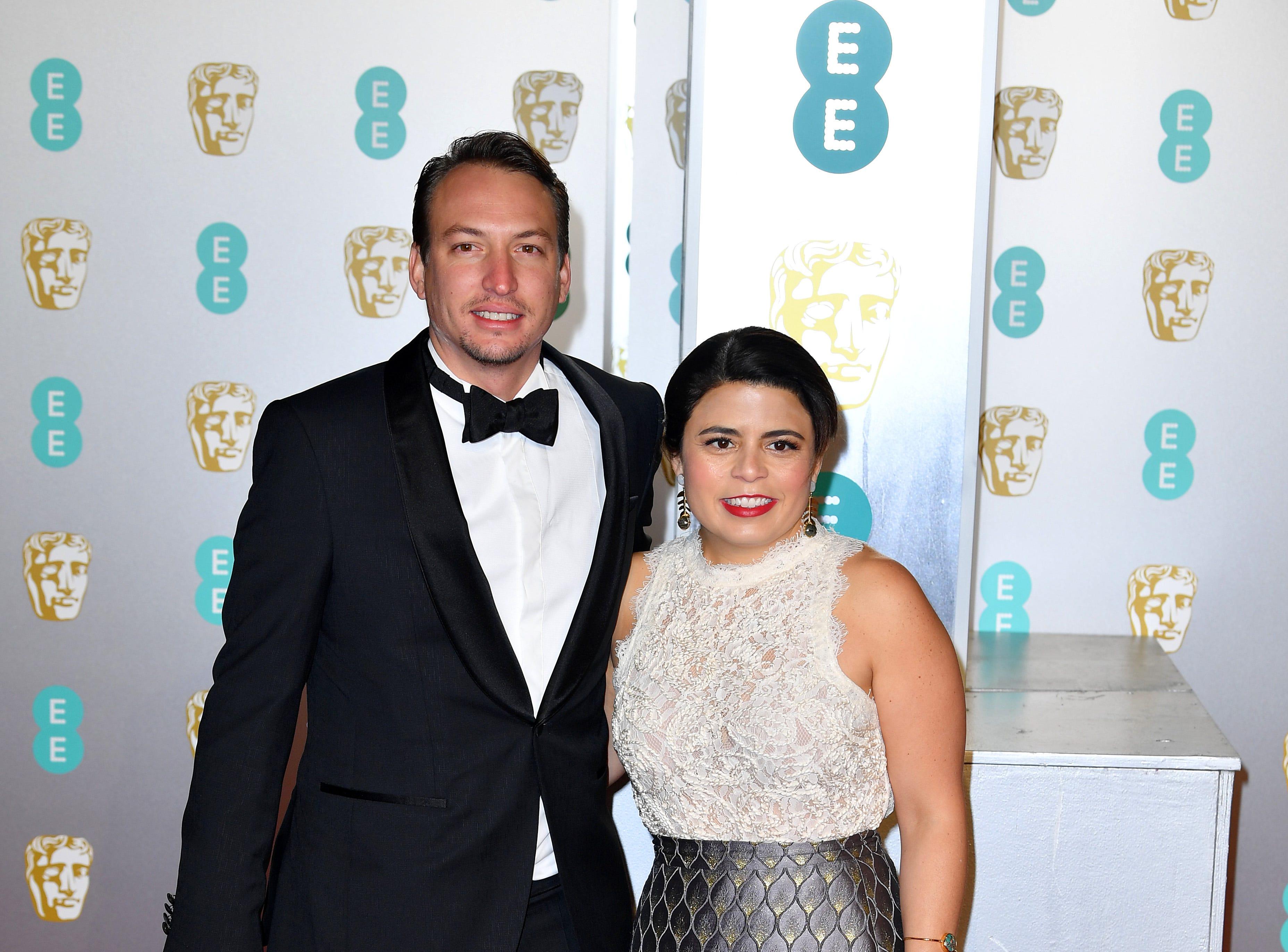 Gabriela Rodriguez (der) a su llegada a la alfombra roja de los Premios de la Academia Británica de Cine BAFTA en el Royal Albert Hall en Londres el 10 de febrero de 2019.