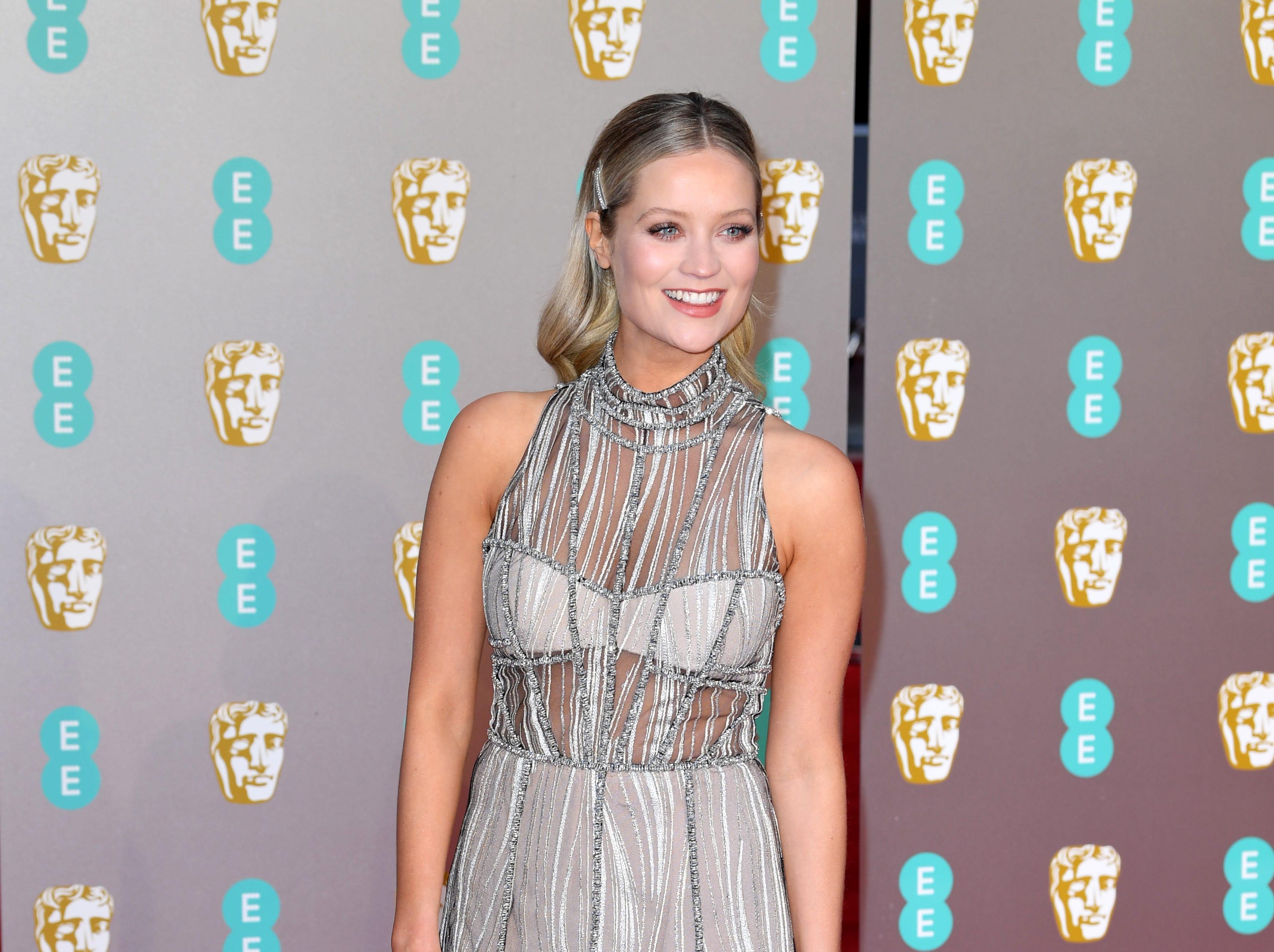Laura Whitmore a su llegada a la alfombra roja de los Premios de la Academia Británica de Cine BAFTA en el Royal Albert Hall en Londres el 10 de febrero de 2019.