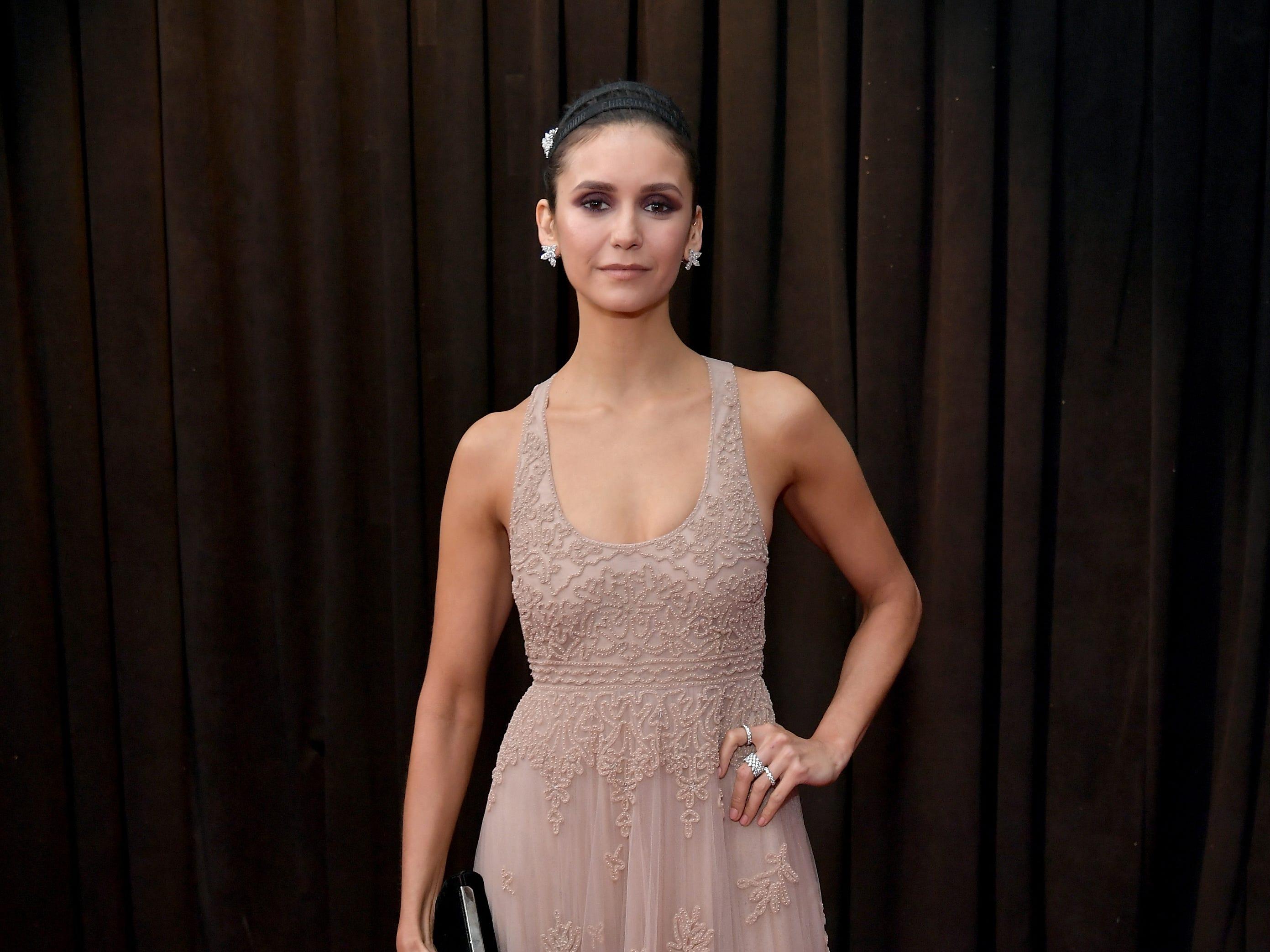 Nina Dobrev asiste a la 61ª edición de los premios GRAMMY en el Staples Center el 10 de febrero de 2019 en Los Ángeles, California.