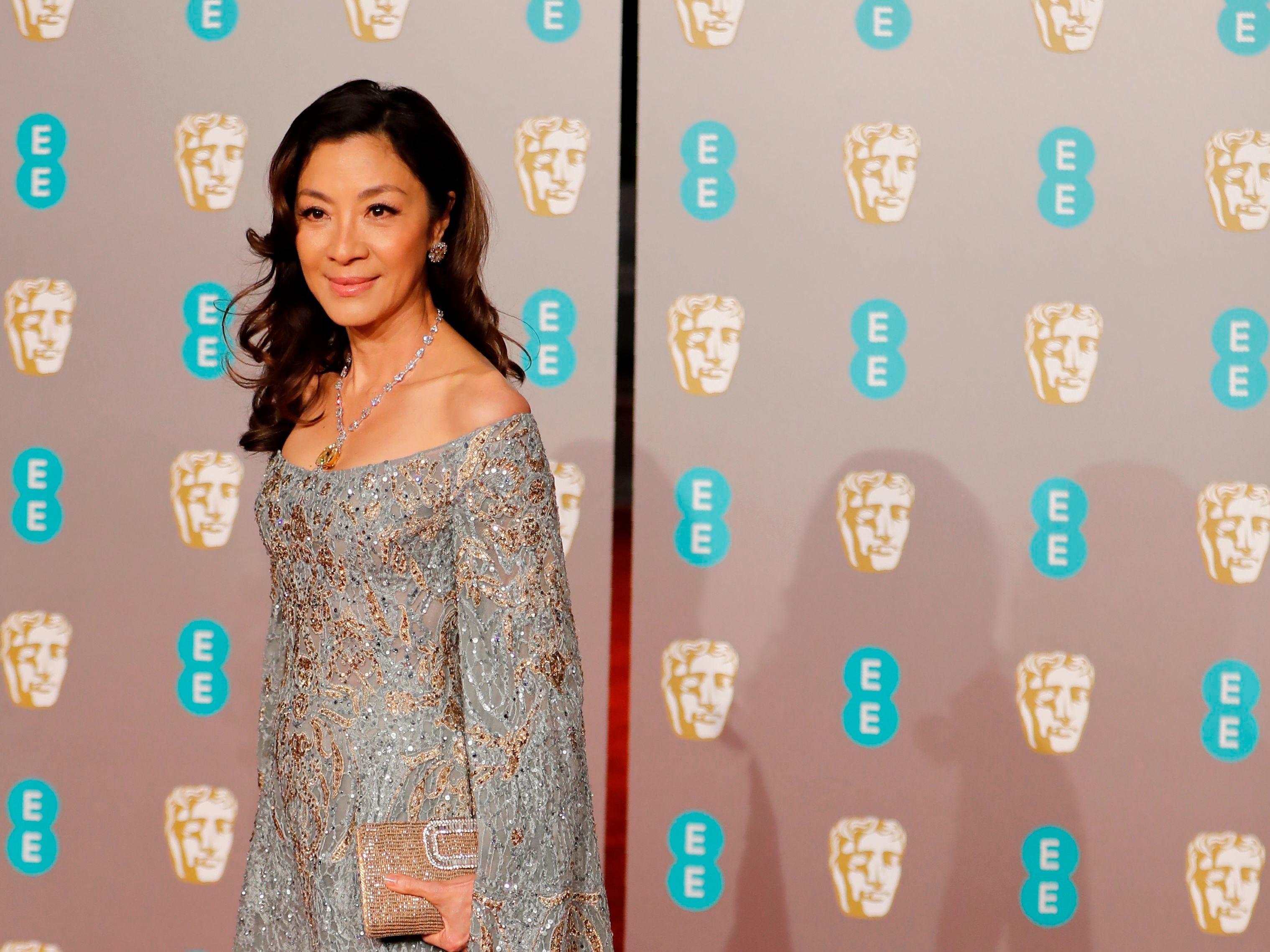 Michelle Yeoh a su llegada a la alfombra roja de los Premios de la Academia Británica de Cine BAFTA en el Royal Albert Hall en Londres el 10 de febrero de 2019.
