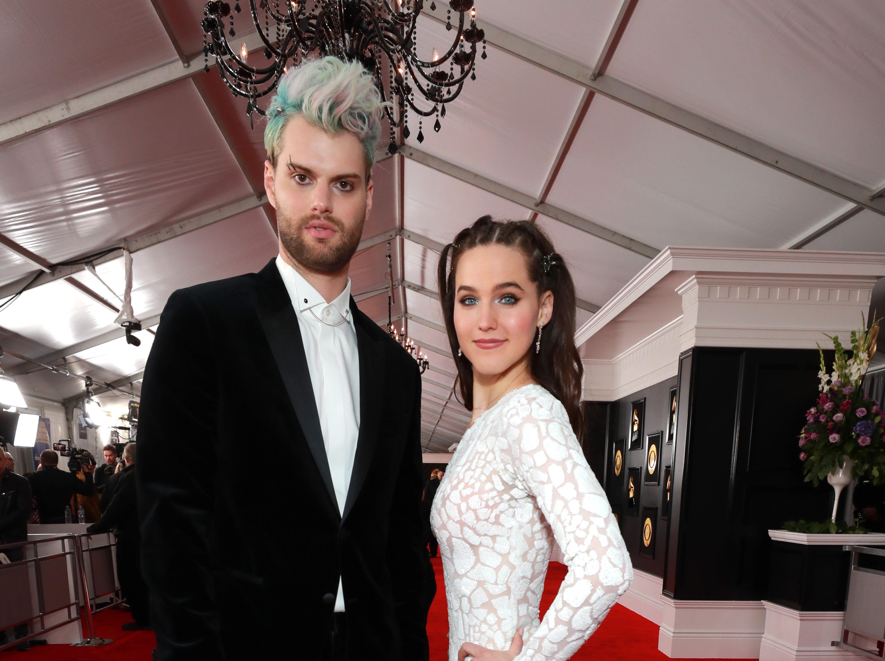 Tucker Halpern y Sophie Hawley-Weld de 'Sofi Tukker' asisten a la 61ª edición de los premios GRAMMY en el Staples Center el 10 de febrero de 2019 en Los Ángeles, California.
