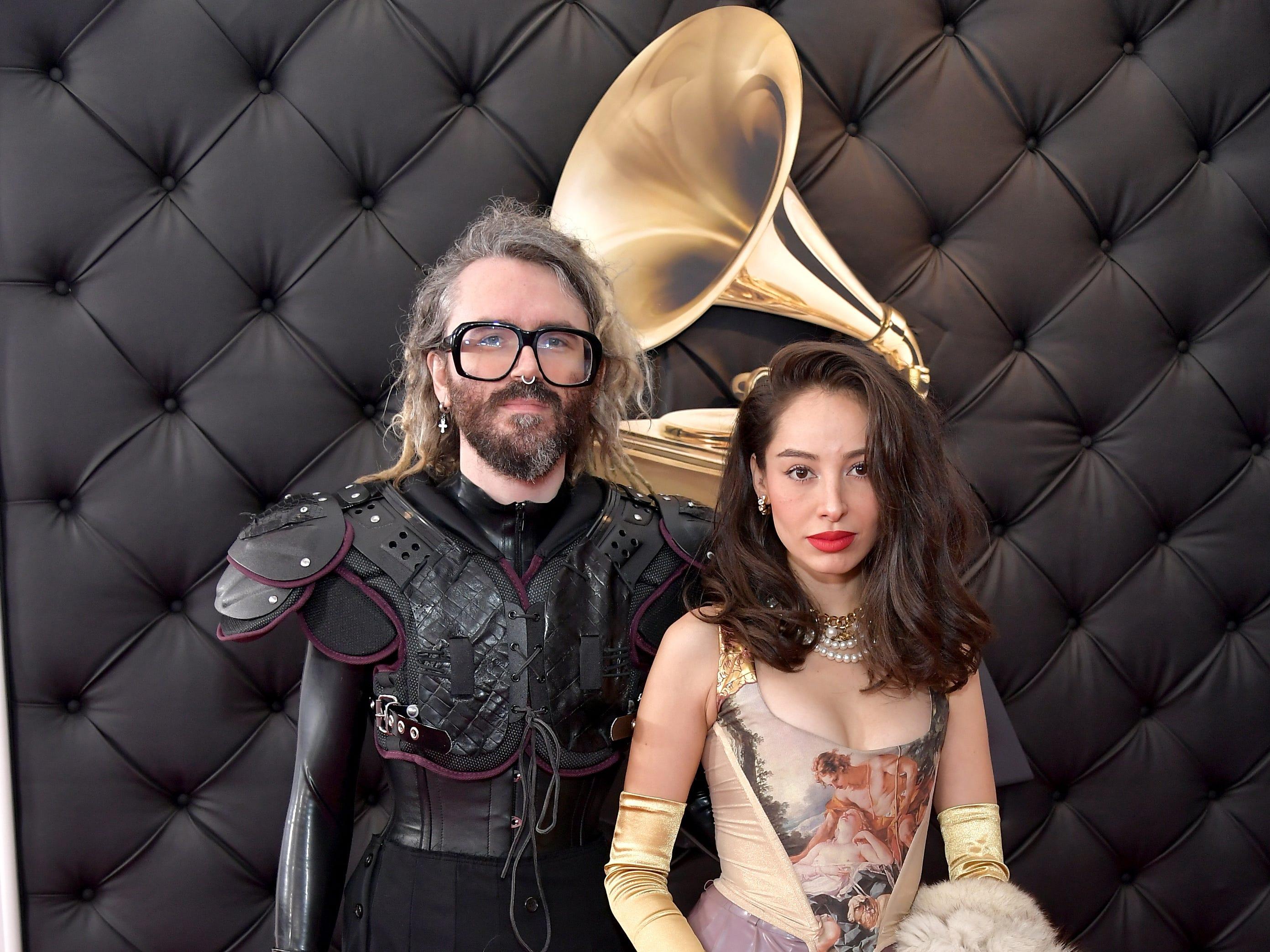 Shawn Everett (izq) y Belgica Vargas asisten a la 61ª edición de los premios GRAMMY en el Staples Center el 10 de febrero de 2019 en Los Ángeles, California.