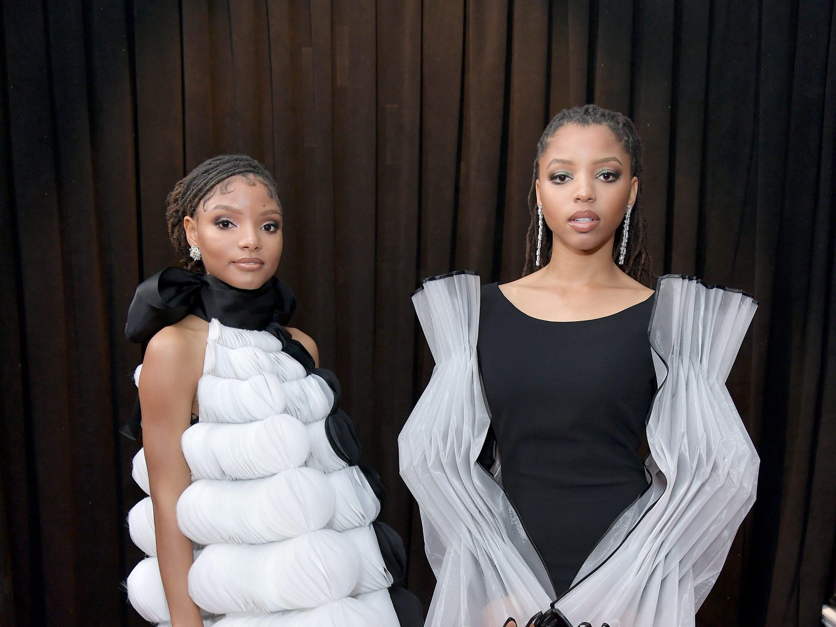 Halle Bailey y Chloe Bailey de Chloe X Halle  asisten a la 61ª edición de los premios GRAMMY en el Staples Center el 10 de febrero de 2019 en Los Ángeles, California.